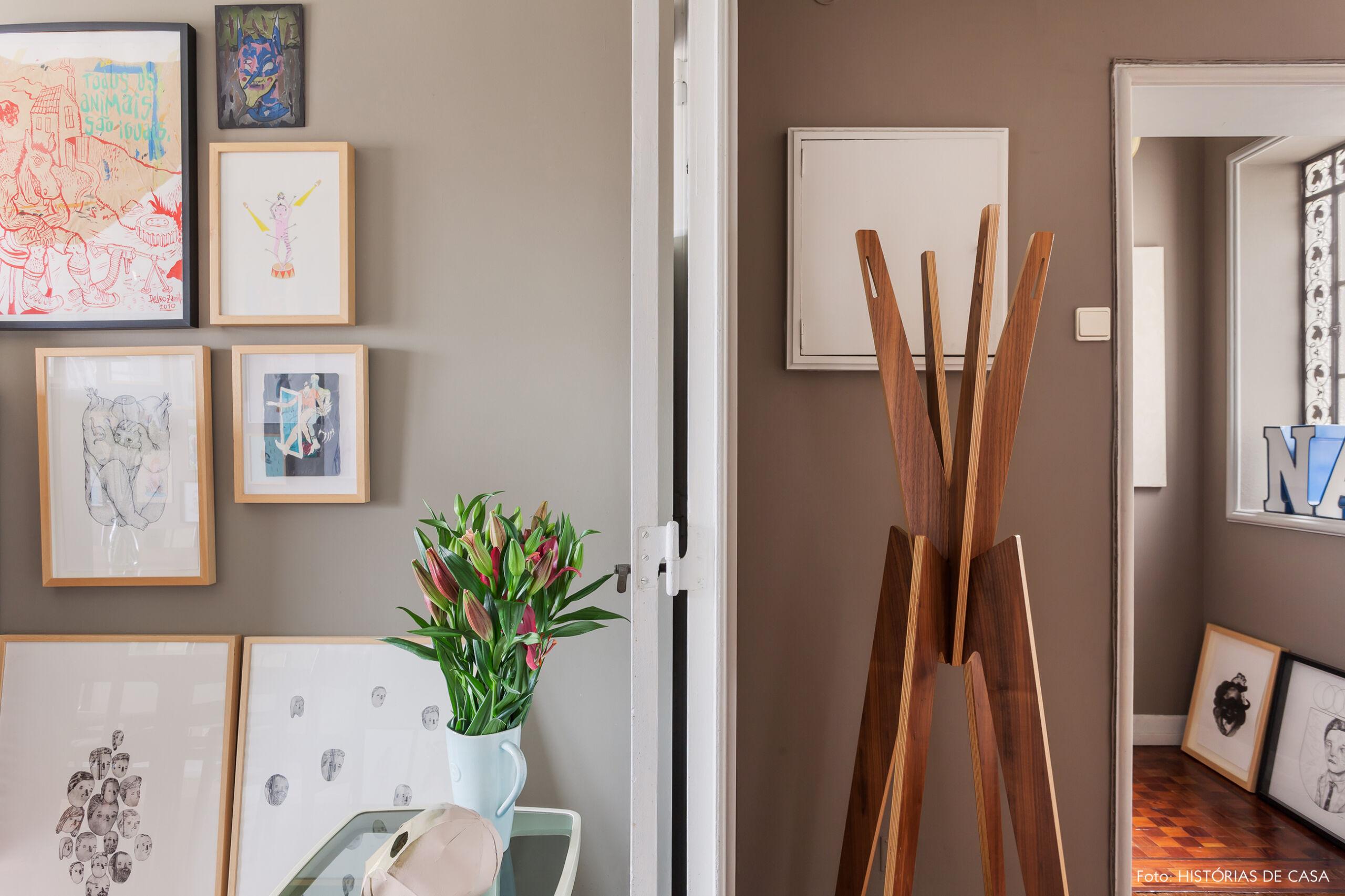 Detalhe de um apartamento com paredes em cinza