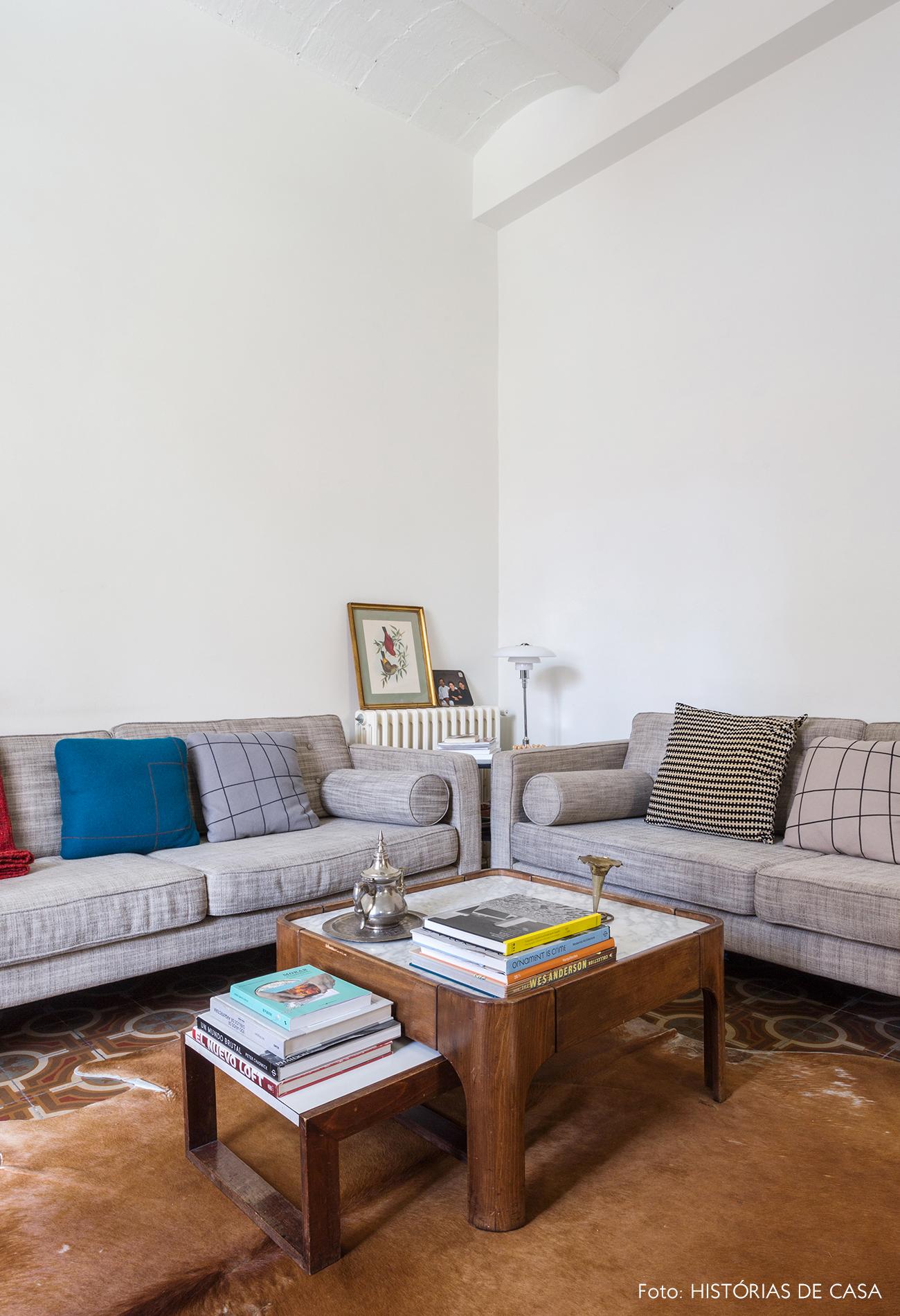 Apartamento em Barcelona com piso de ladrilhos na sala