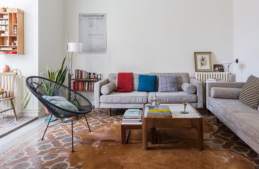 Sala em Barcelona com sofás na cor cinza