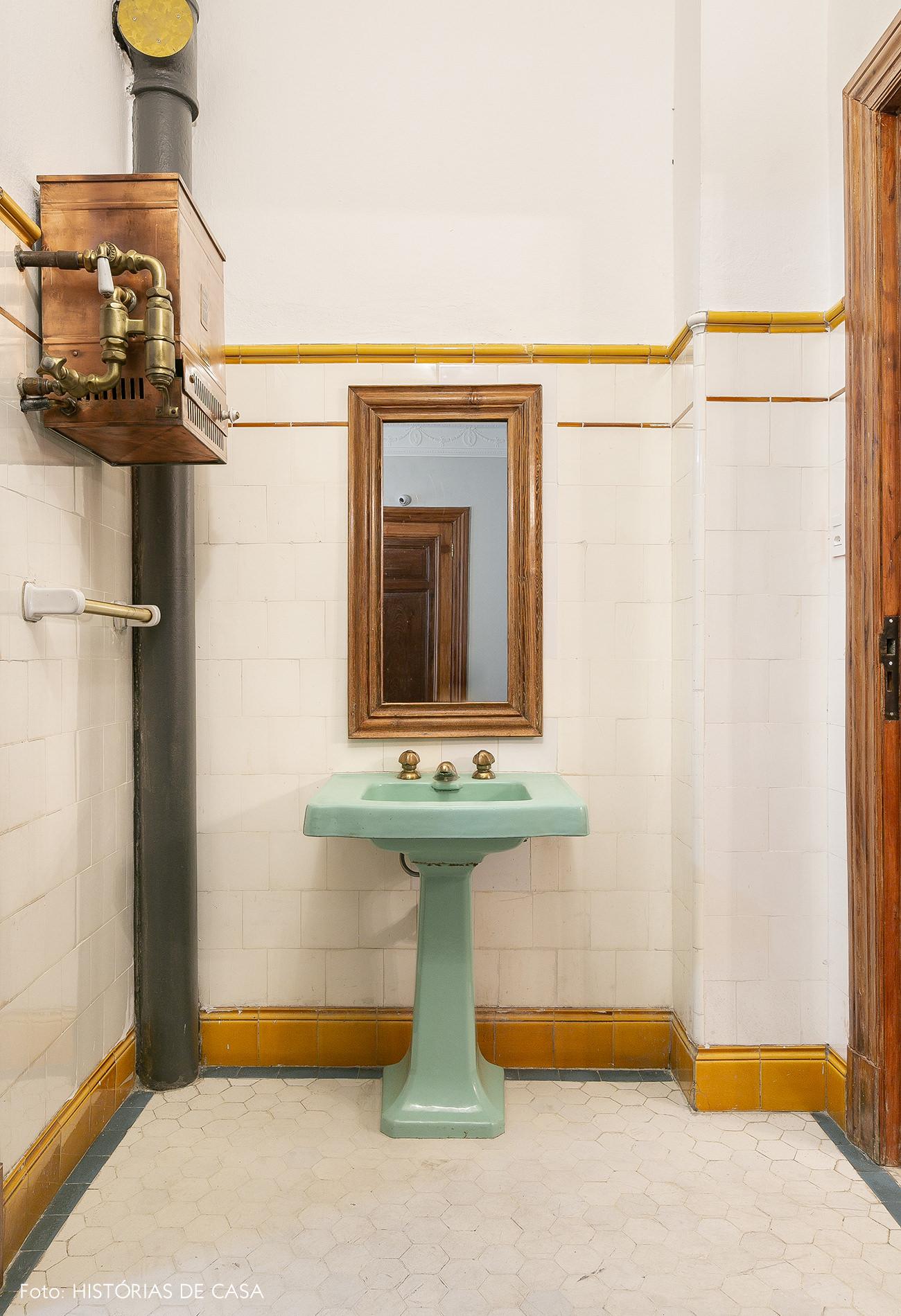 Banheiro antigo em prédio histórico no centro de São Paulo