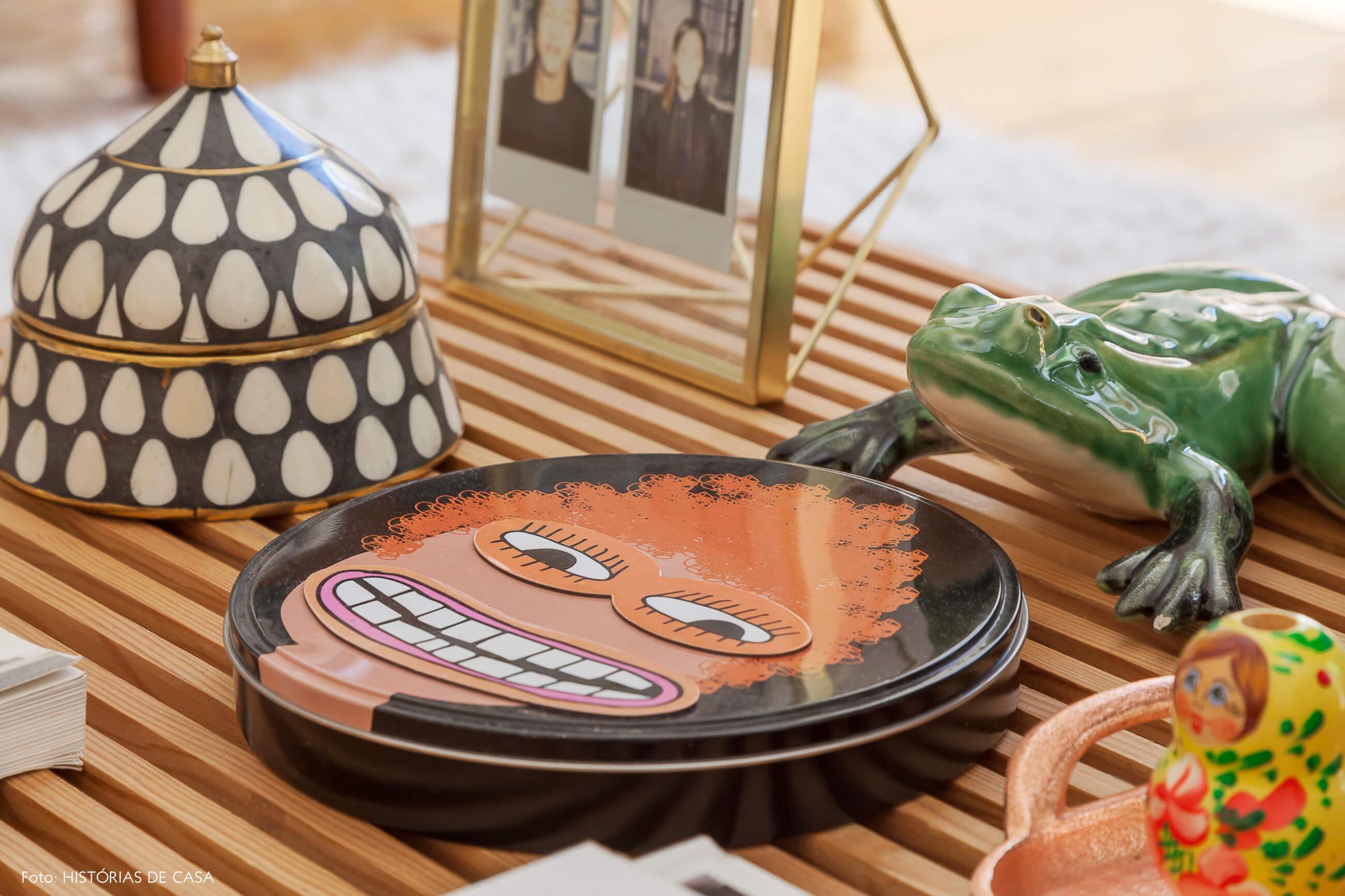 Detalhes em mesa de centro de madeira