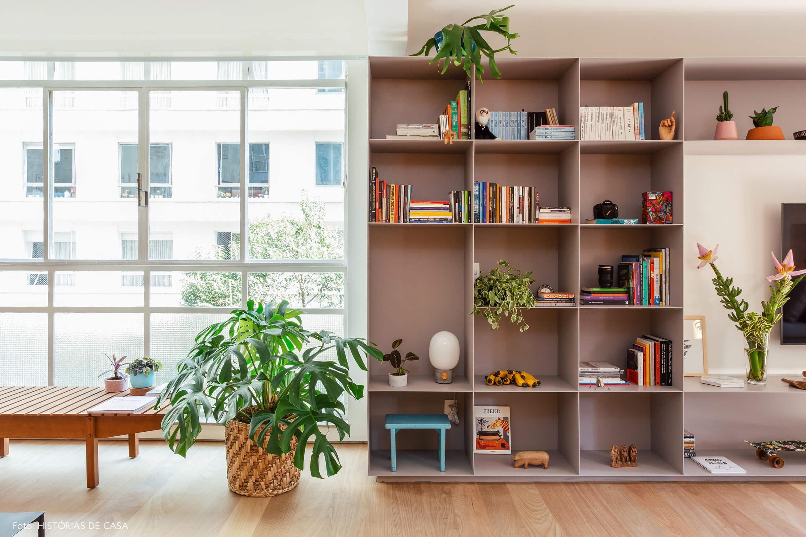 08-decoracao-apartamento-estante-metalica-cinza-serralheria-2