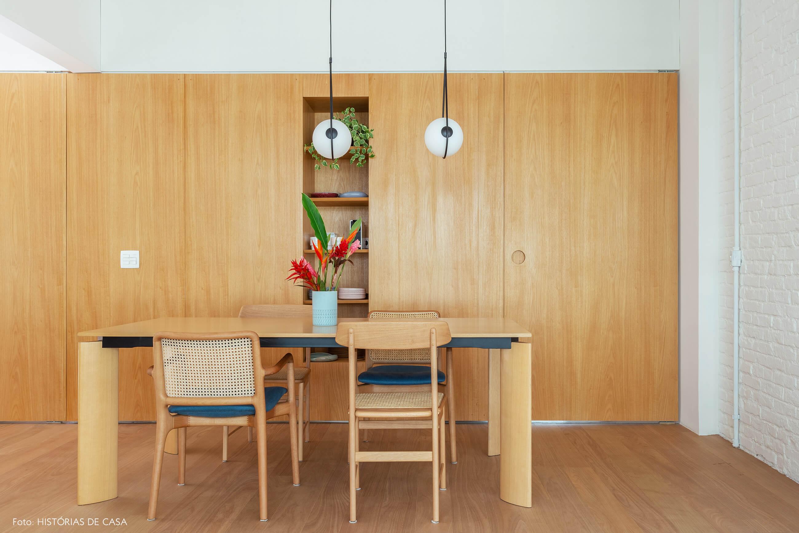 10-decoracao-apartamento-sala-de-jantar-com-painel-de-madeira
