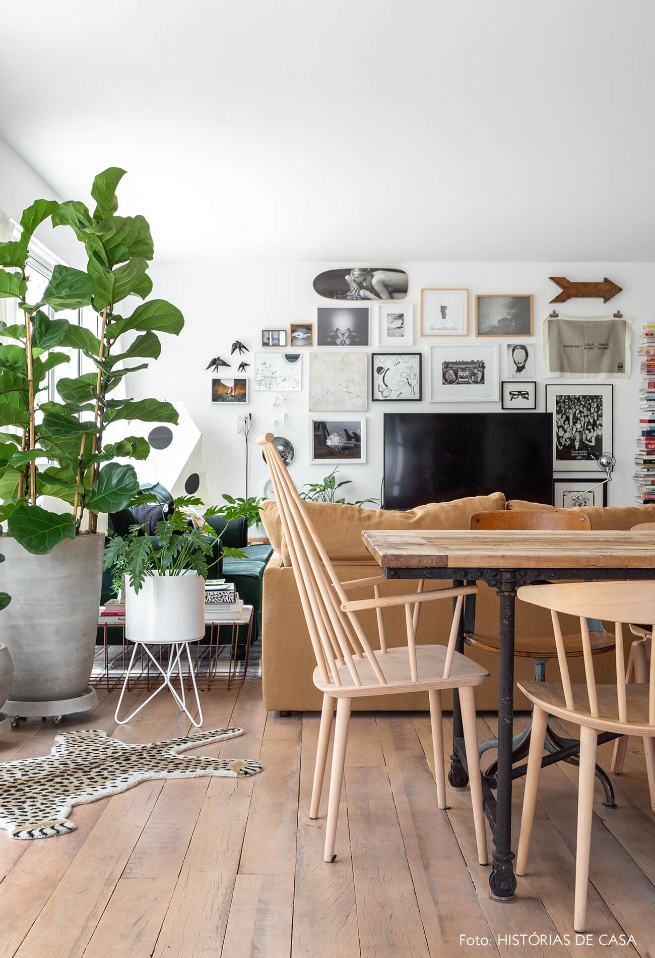 Sala de jantar com cadeira escandinava
