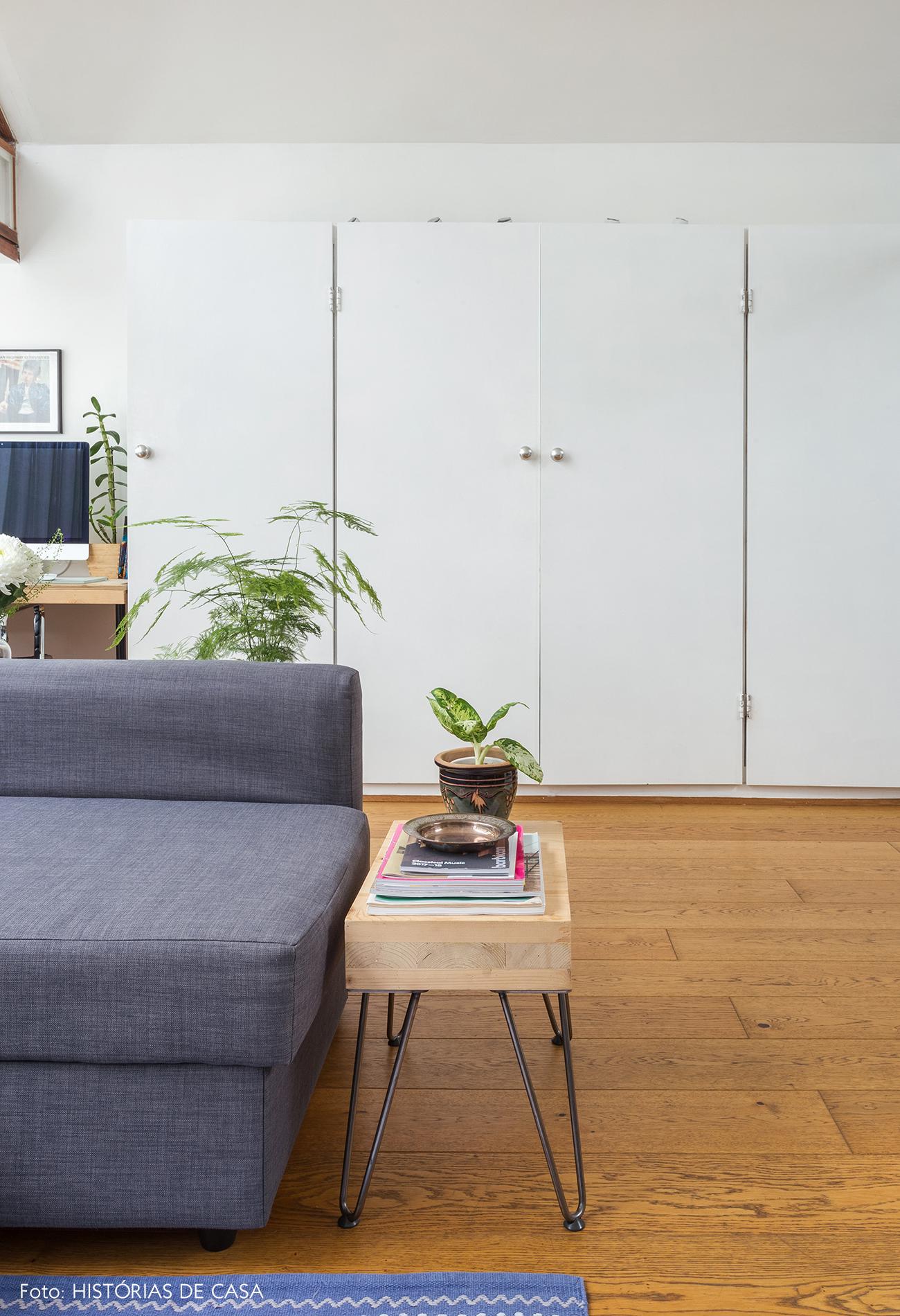 20-decoracao-apartamento-pequeno-poucos-armarios-mesa-lateral