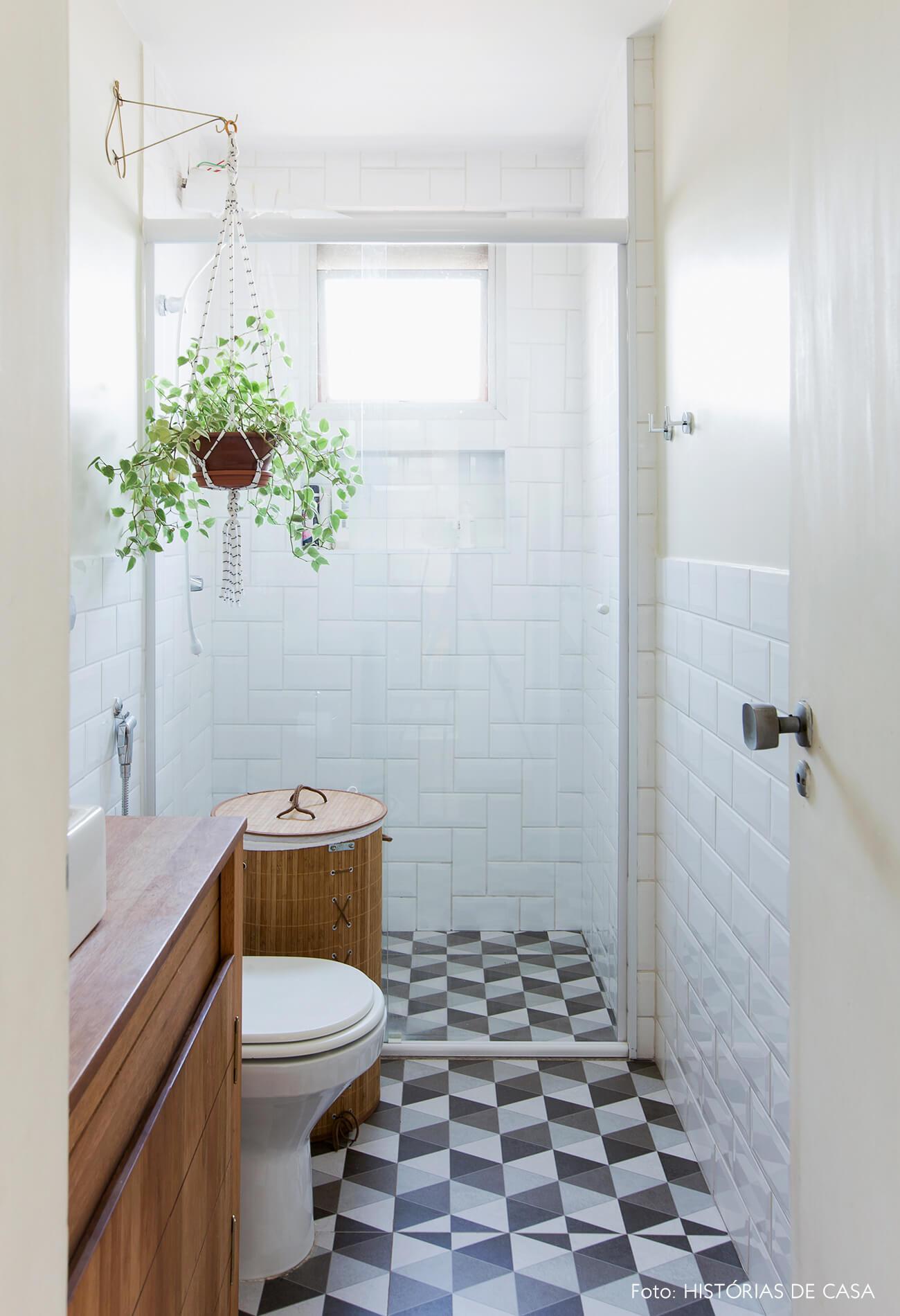 Banheiro reformado com porcelanato