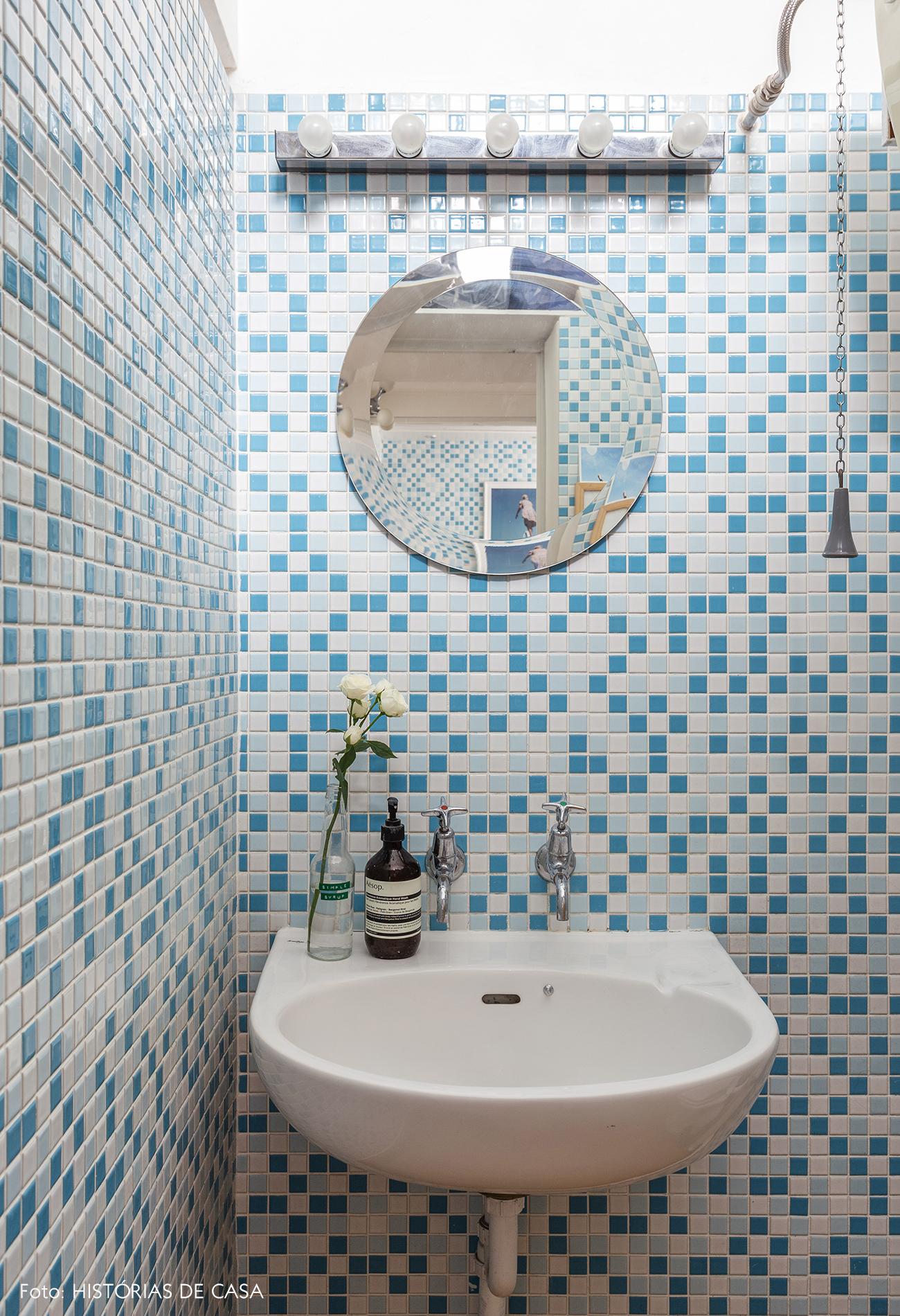 27-decoracao-apartamento-banheiro-com-pastilhas-azuis