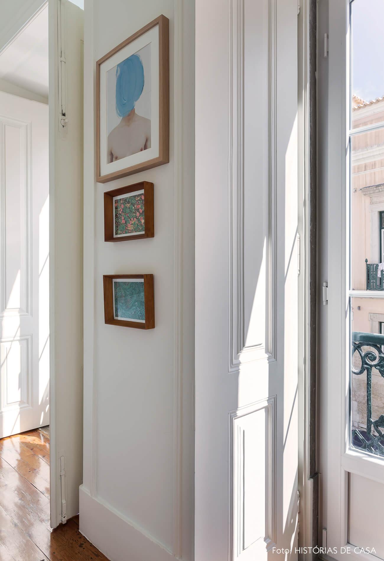 Quarto de casal com portas balcão na fachada