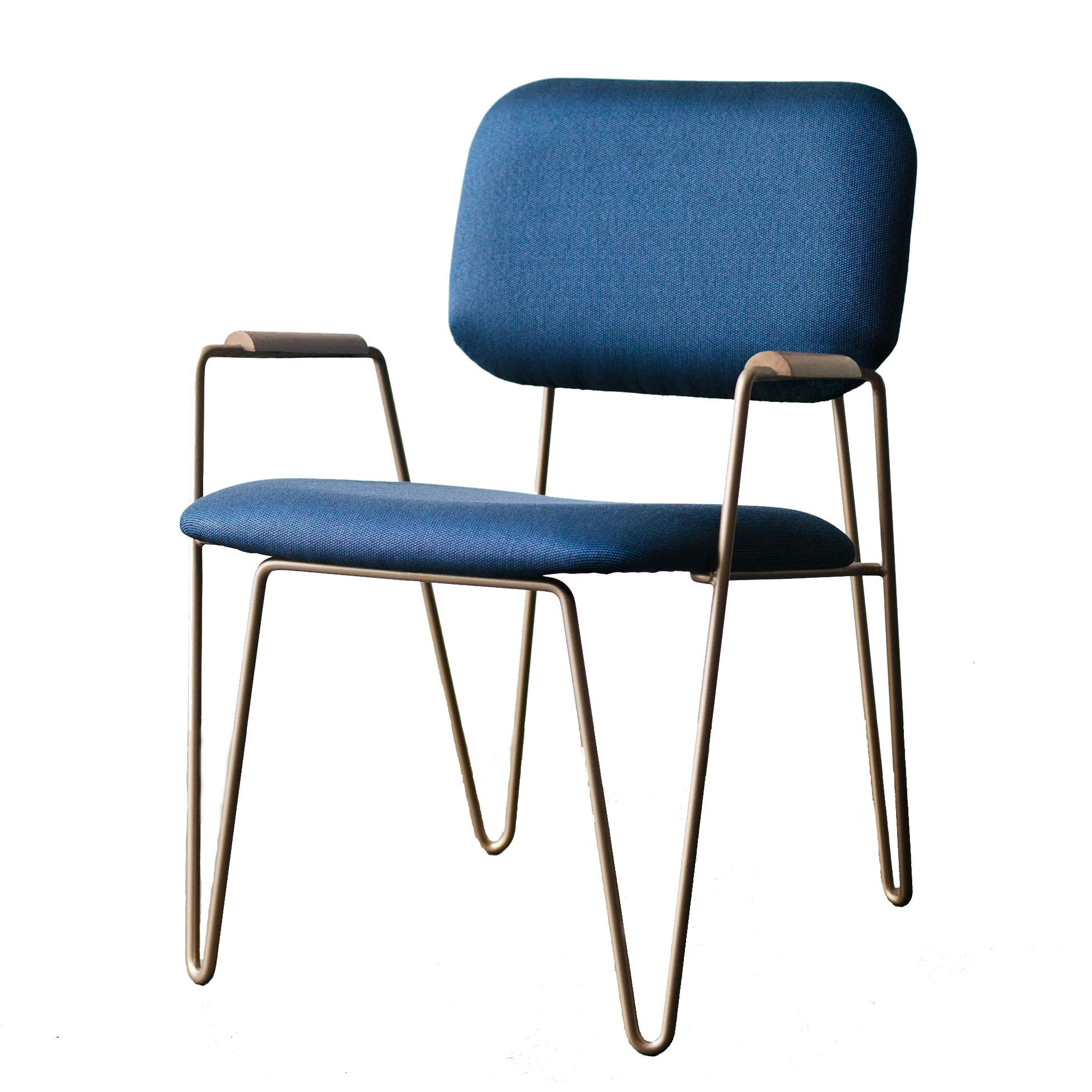 cadeira bruna com braços
