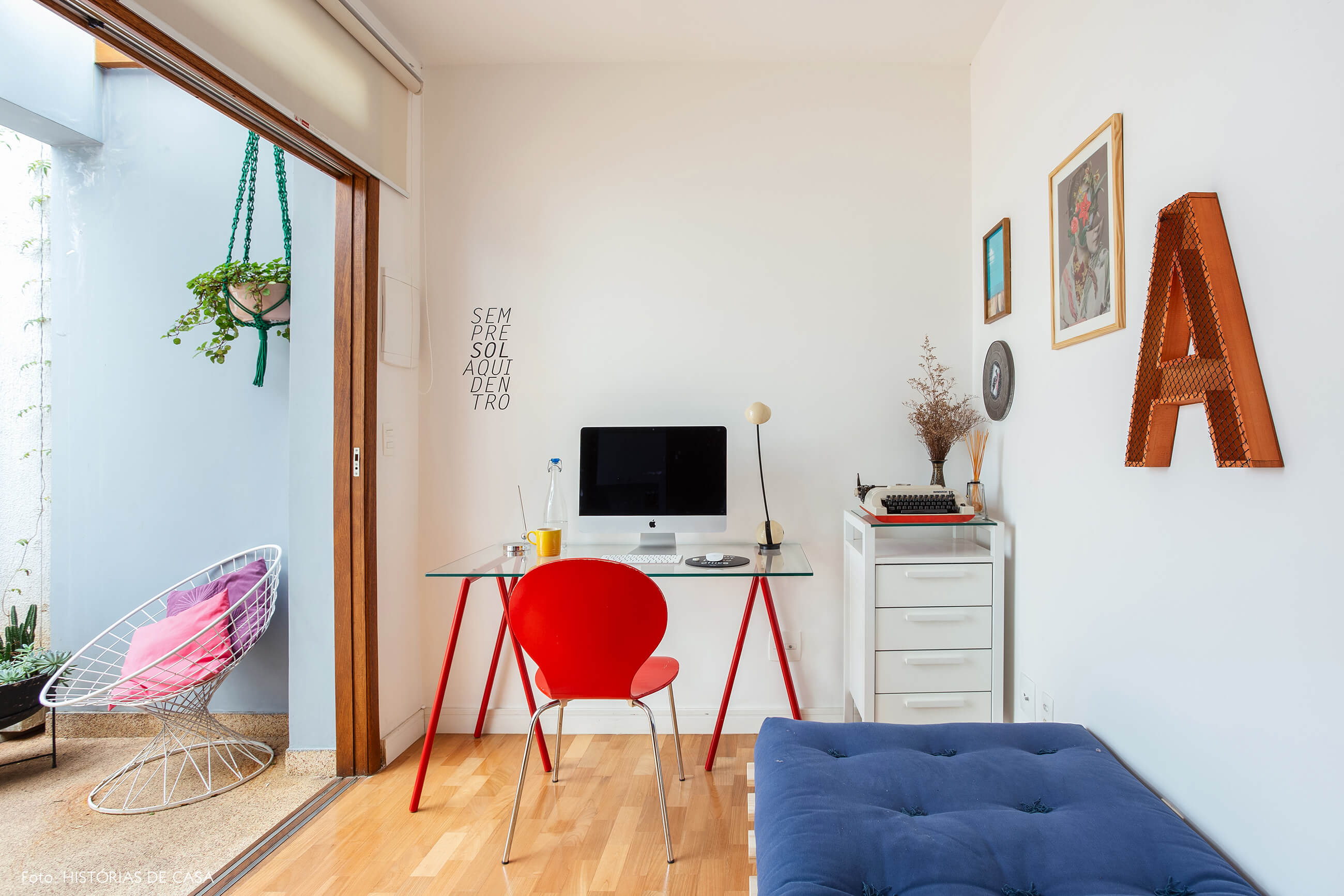 Casa de vila com edícula que funciona como home office