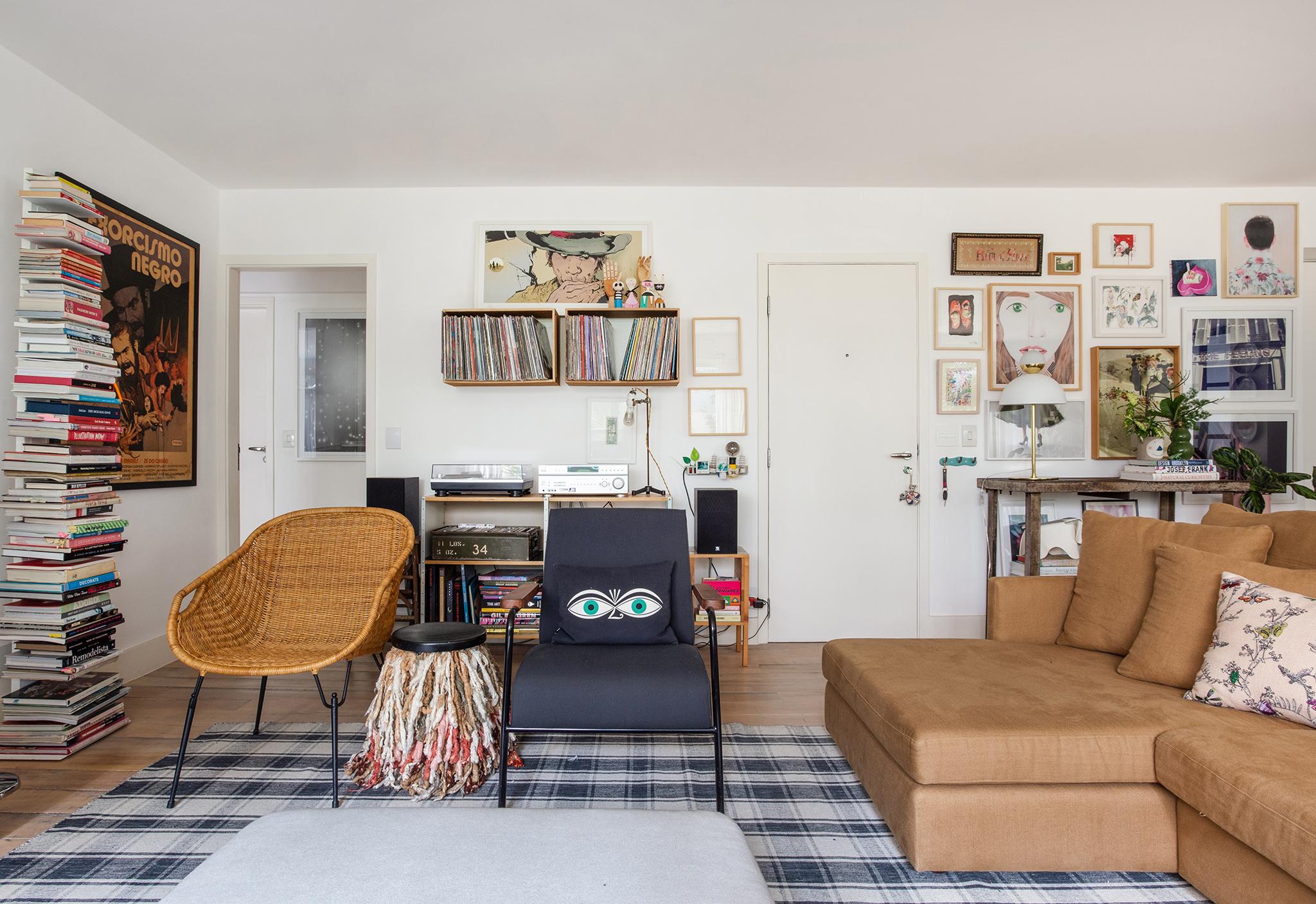 Sala do apartamento da designer Ana Strumpf
