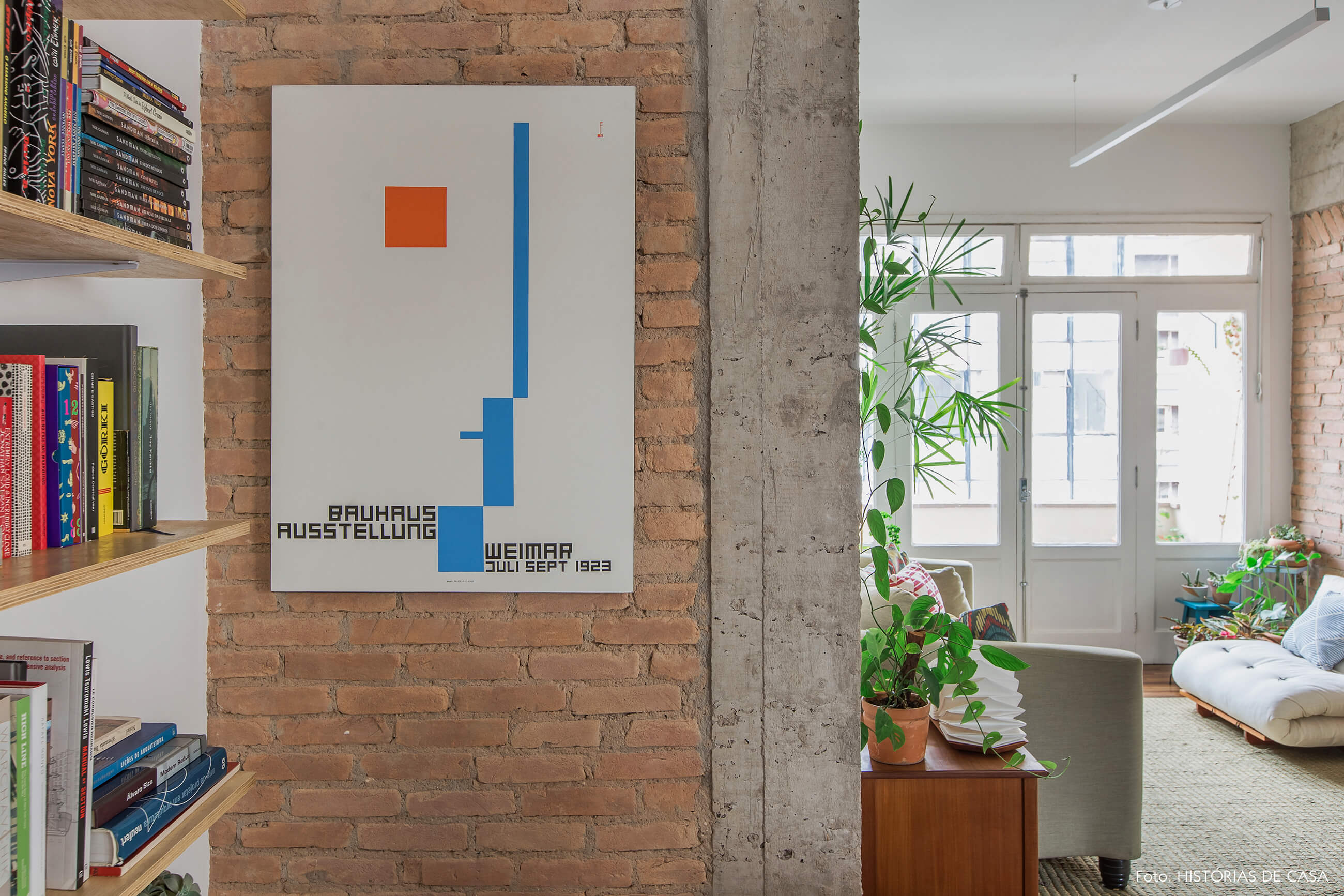 Apartamento reformado com parede de tijolinho