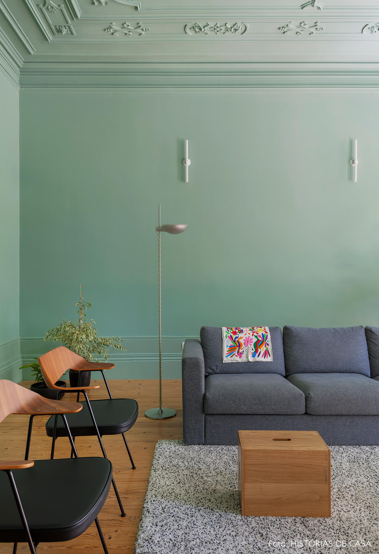 Apartamento com sala pintada de verde