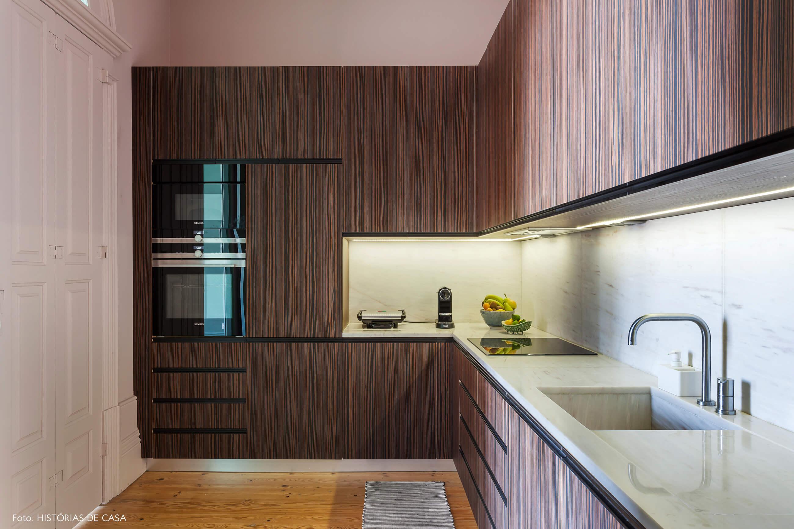 Cozinha com armários em L