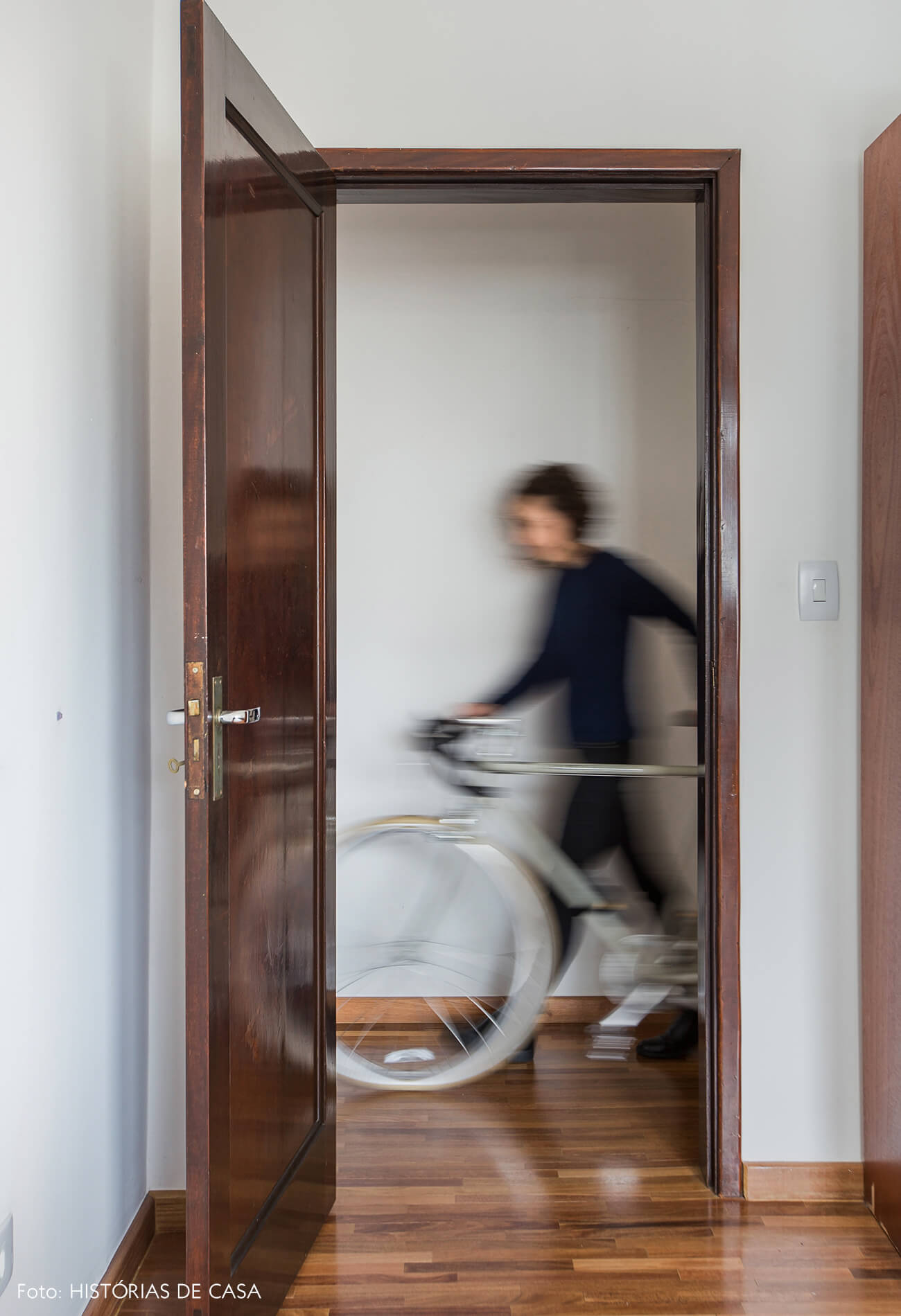 Apartamento antigo com bicicleta vintage