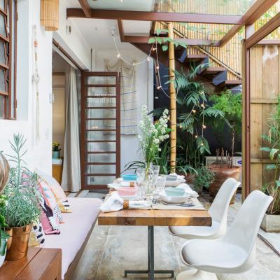 Casa com quintal acolhedor e plantas
