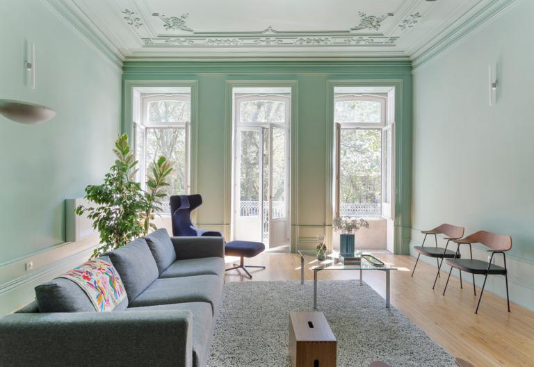 Casa em Portugal com sala pintada de verde