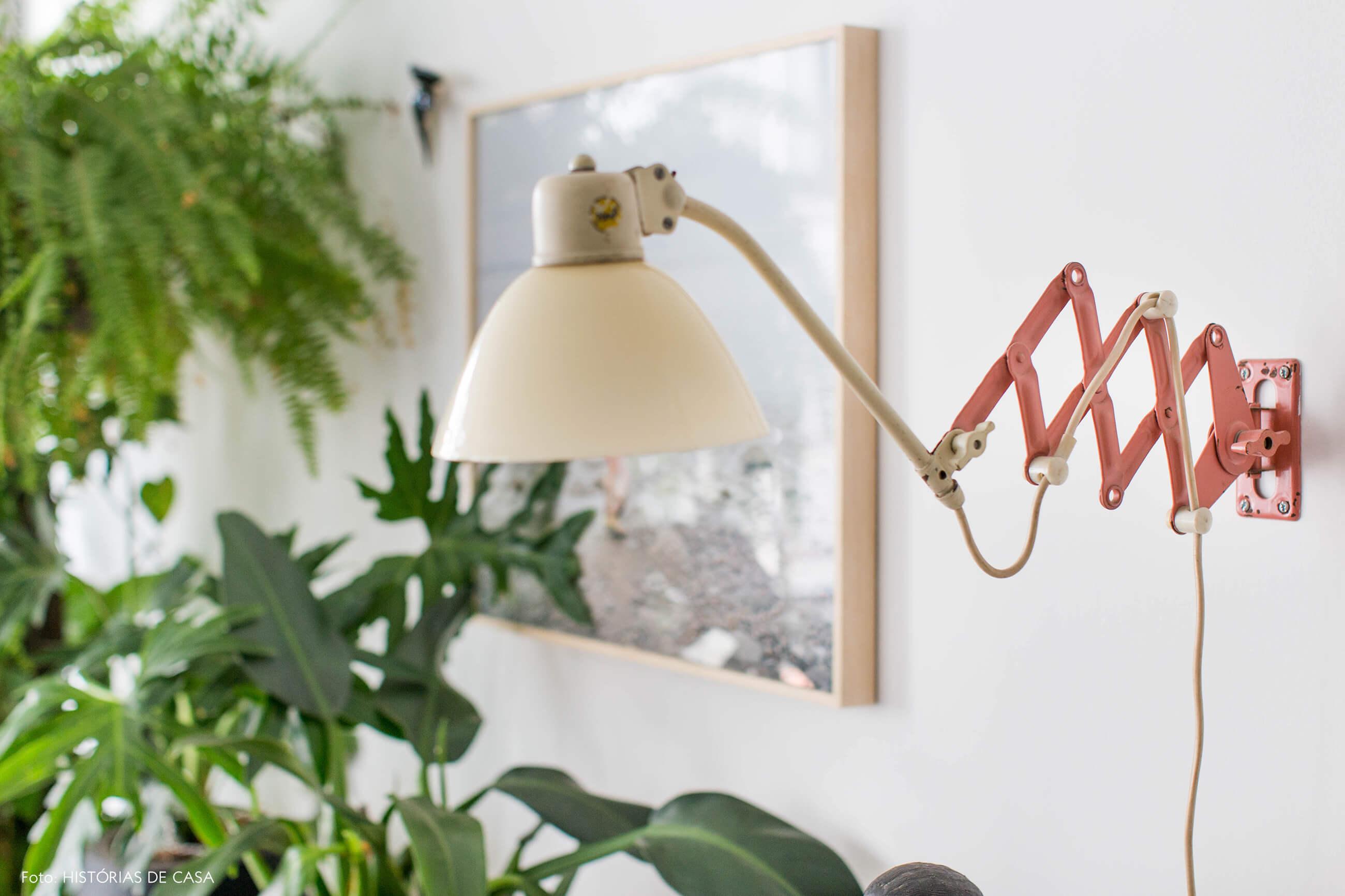 Luminária de parede com plantas