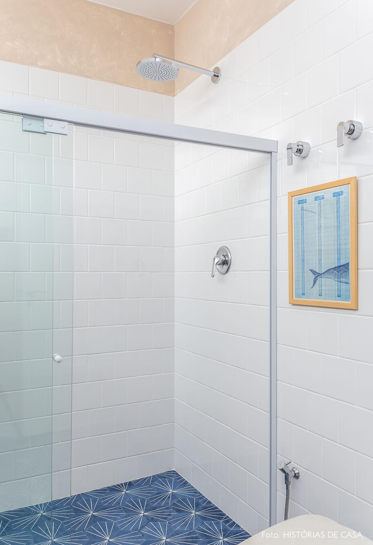 Banheiro reformado, Antes e Depois, piso de ladrilhos hidráulicos Ladrilar