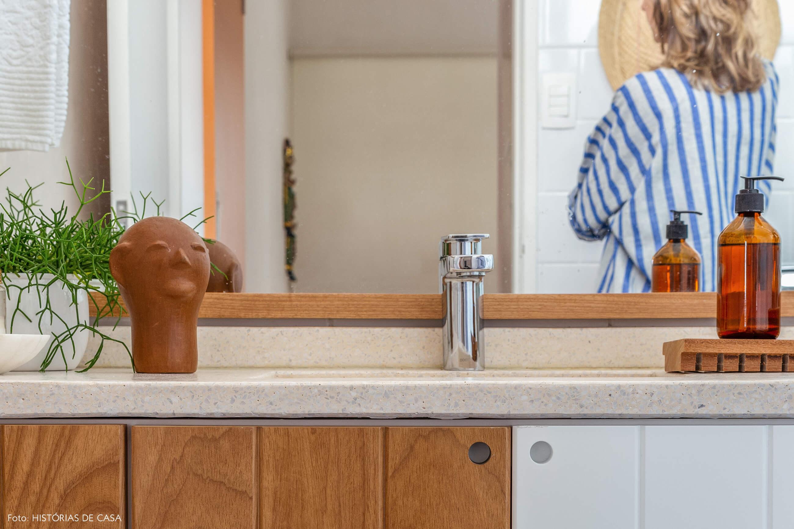 Banheiro reformado, Antes e Depois, marcenaria com dois tons