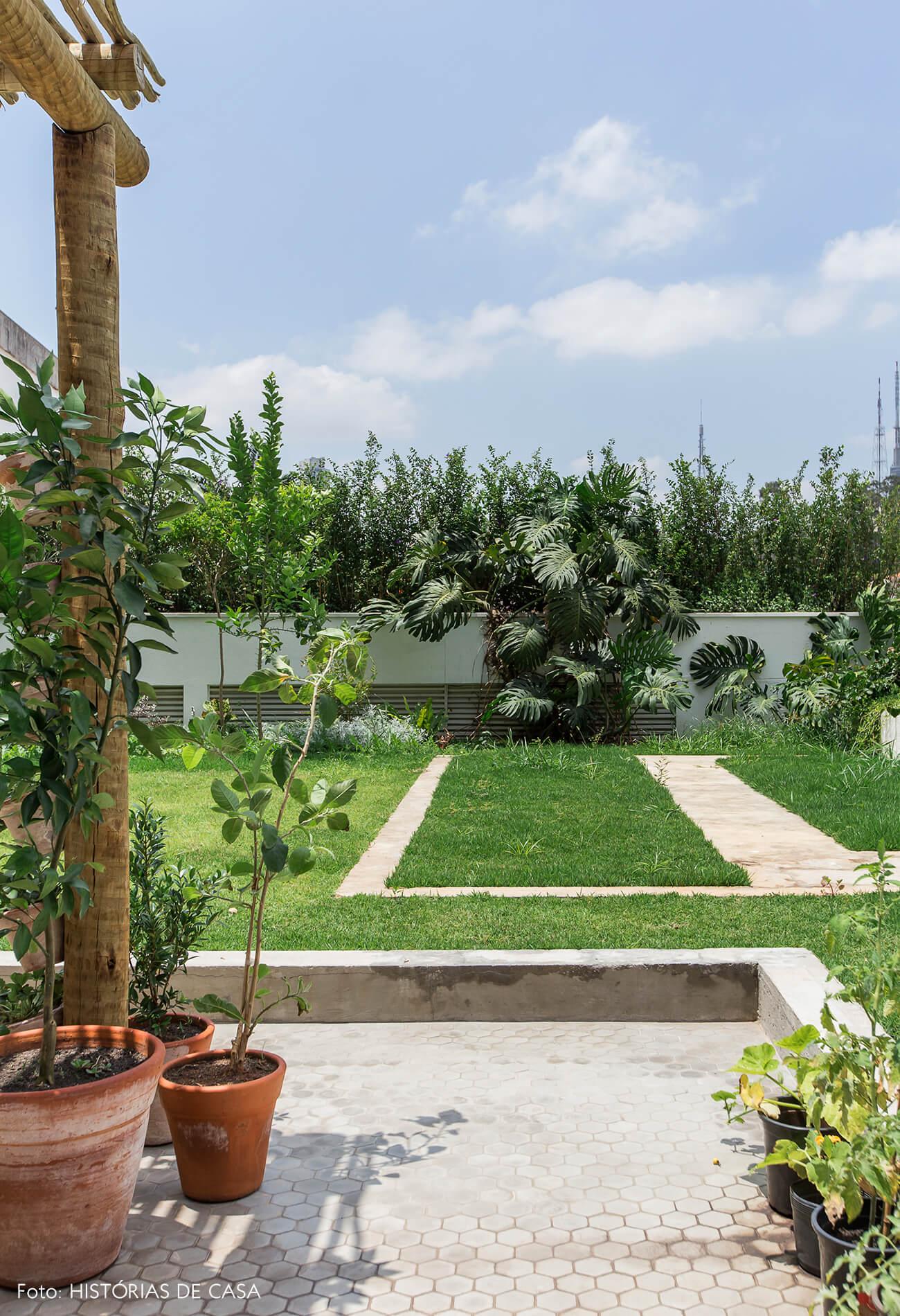 Apartamento térreo com terraço e gramado