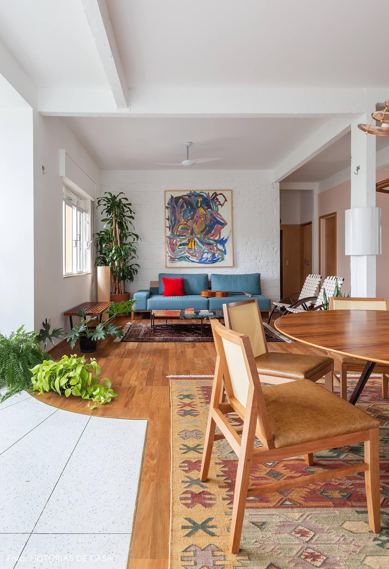 Apartamento com sala integrada e piso de granilite