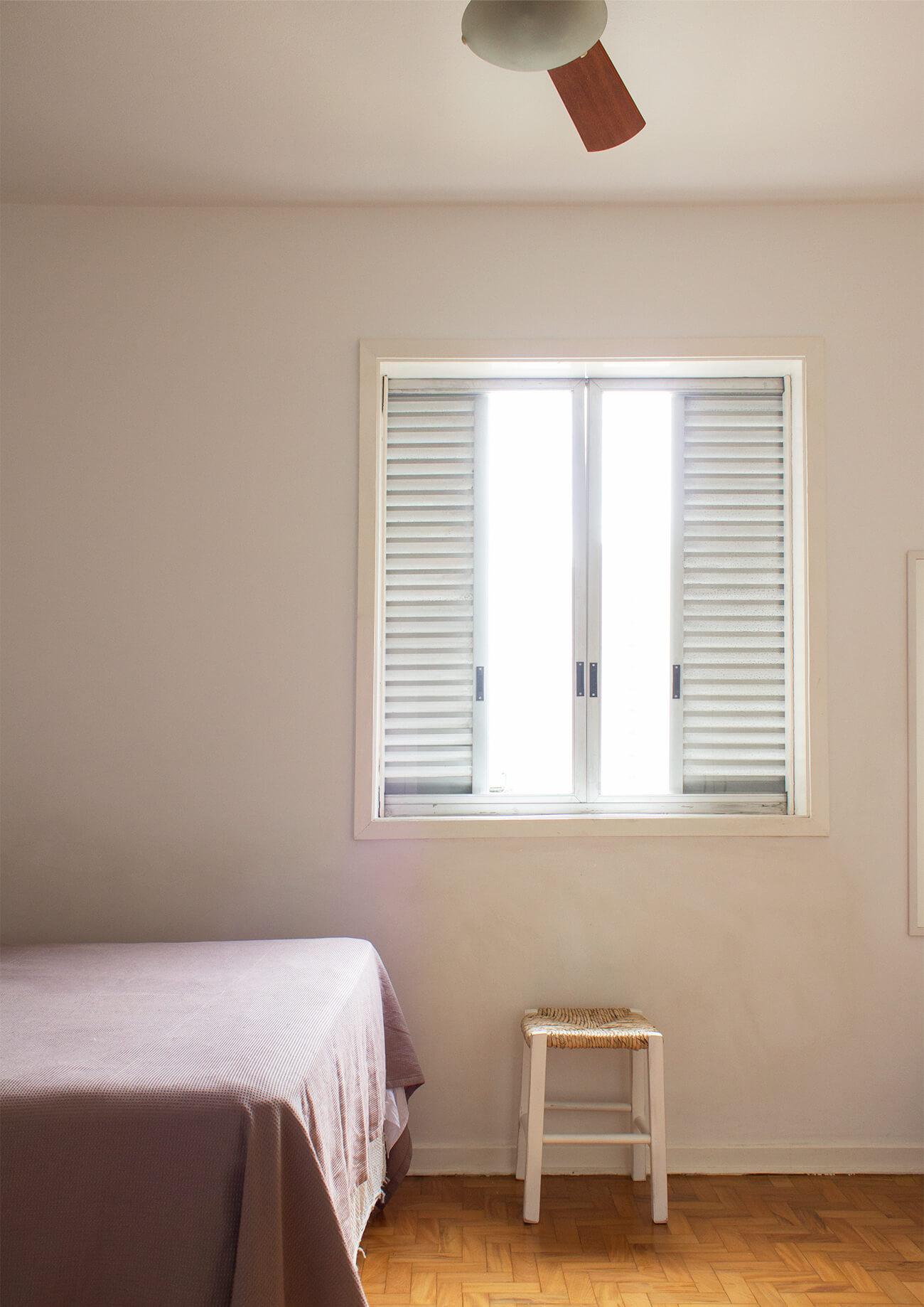 Antes e depois no quarto: janela antiga