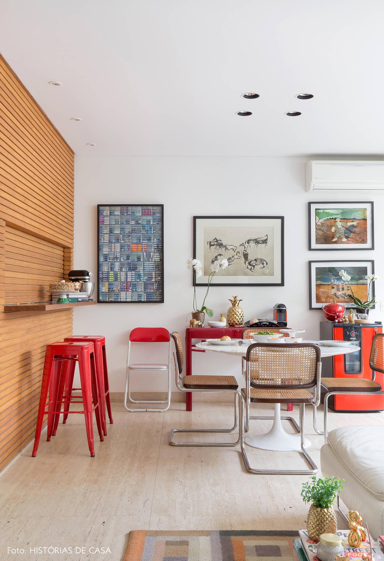 Sala de jantar com mesa Tulipa e cadeiras Cesca