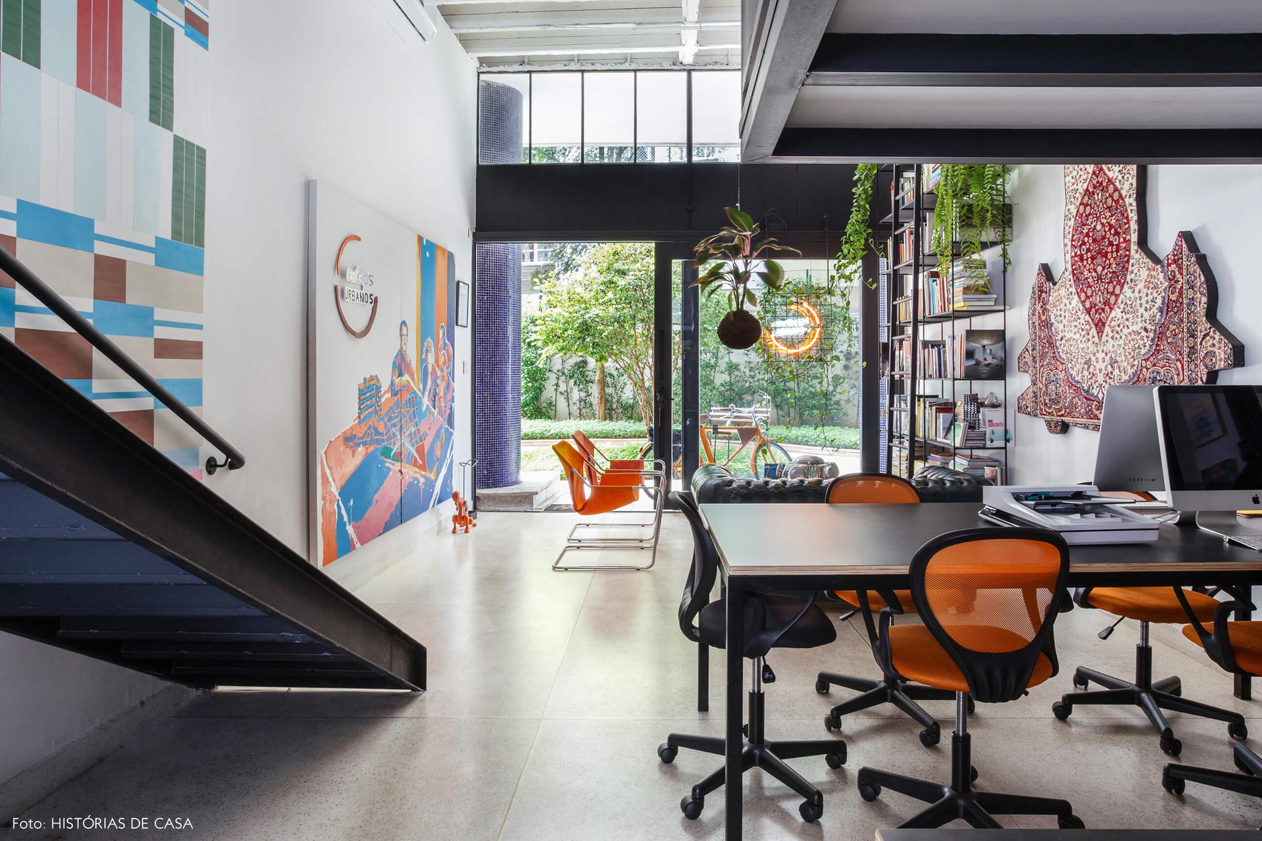 Novo escritório da imobiliária Refúgios Urbanos, no térreo de um prédio residencial