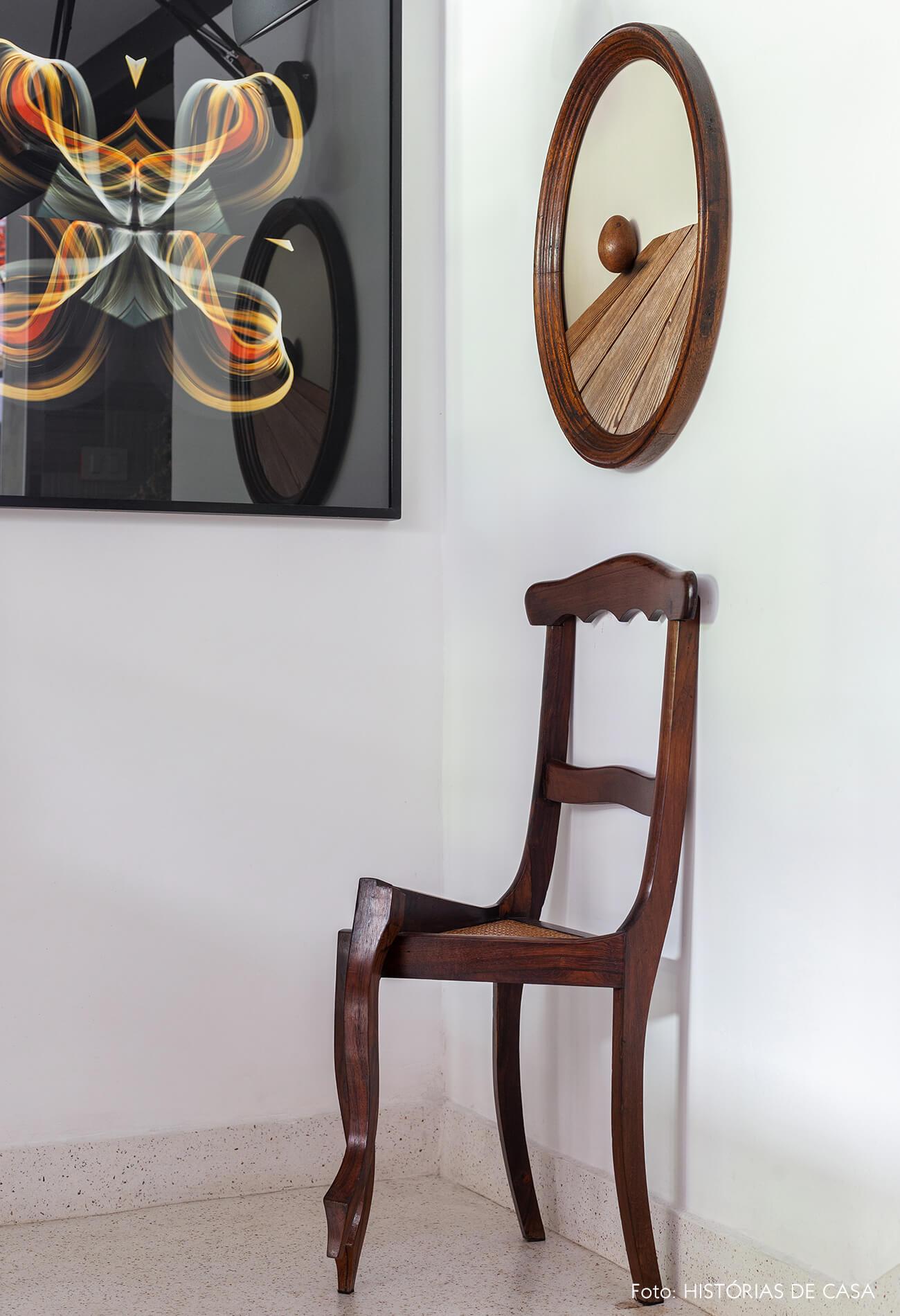 Cadeira escultural de madeira