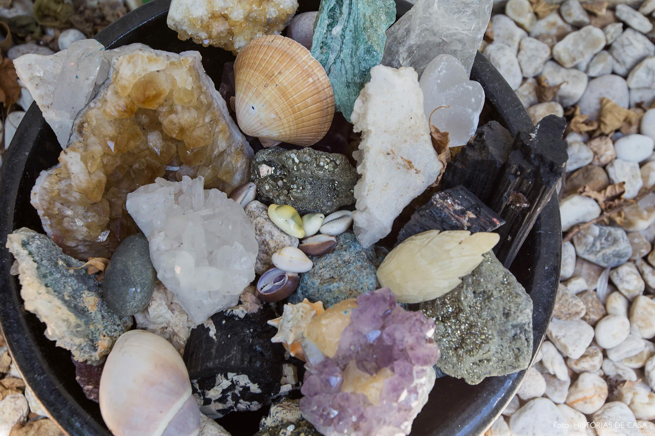Casa com jardim e bowl com cristais