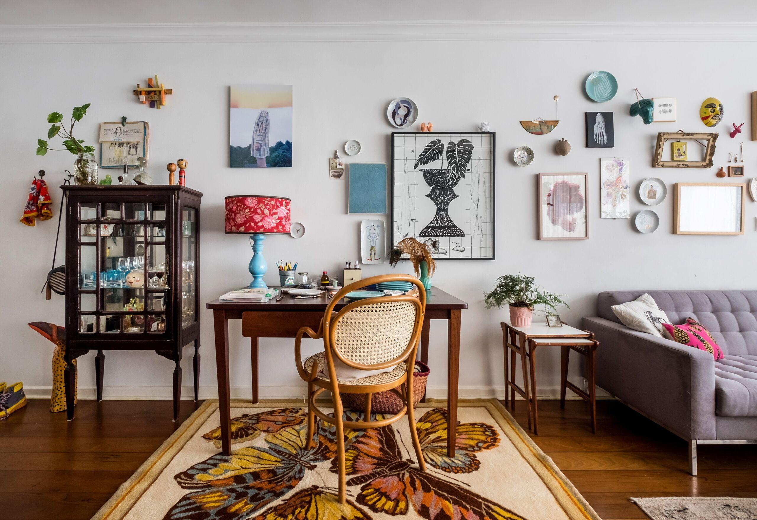Apartamento com decoração vintage e eclética