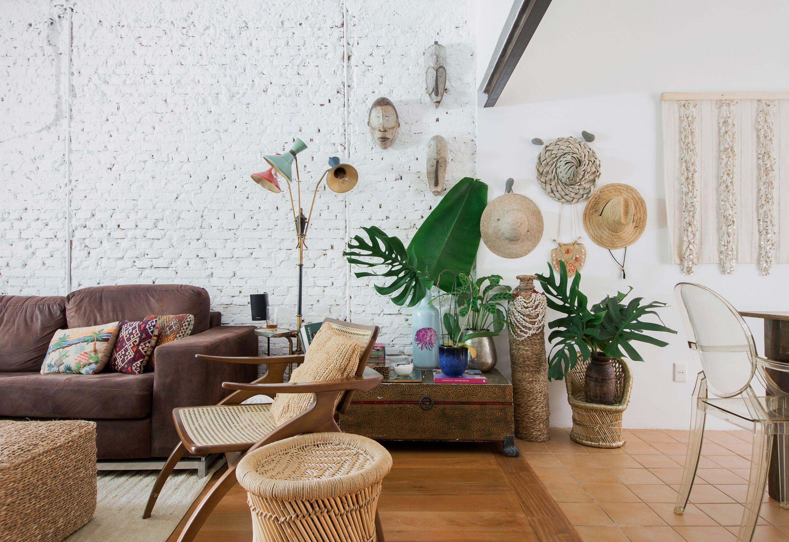 Casa com detalhes rústicos e tijolinho branco