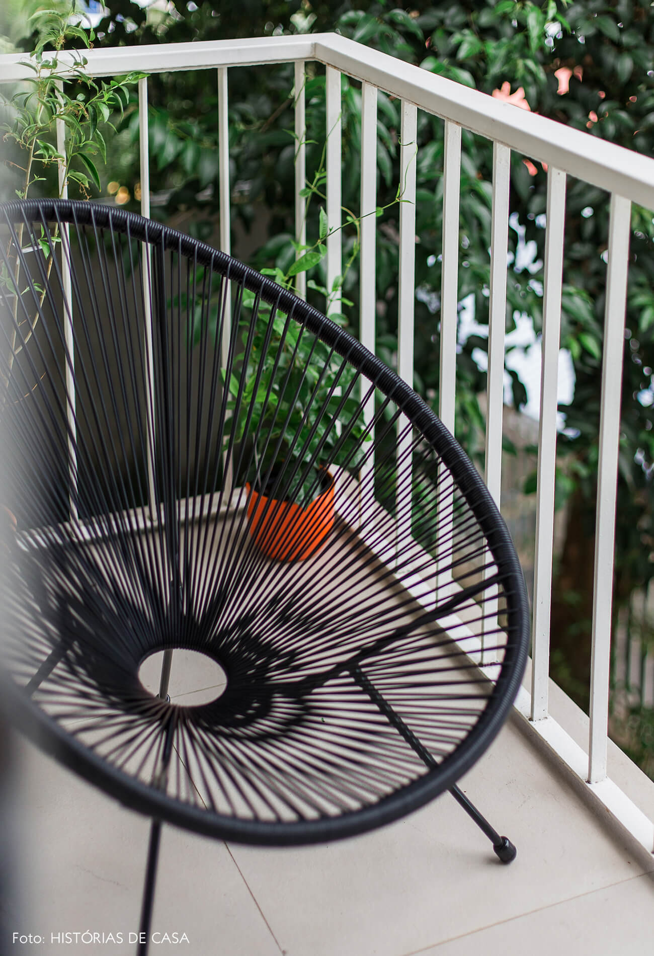 Varanda pequena com poltrona Acapulco preta