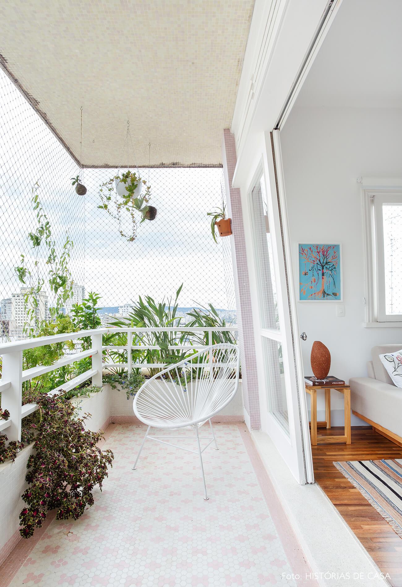 Apartamento com varanda no Edifício Parque das Hortênsias