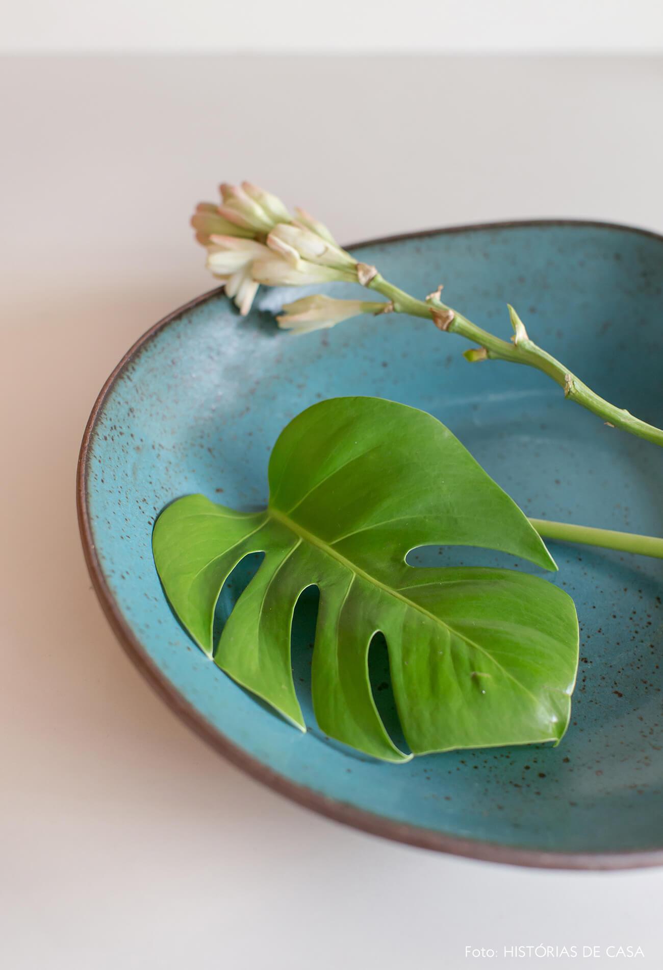 Prato de cerâmica artesanal azul