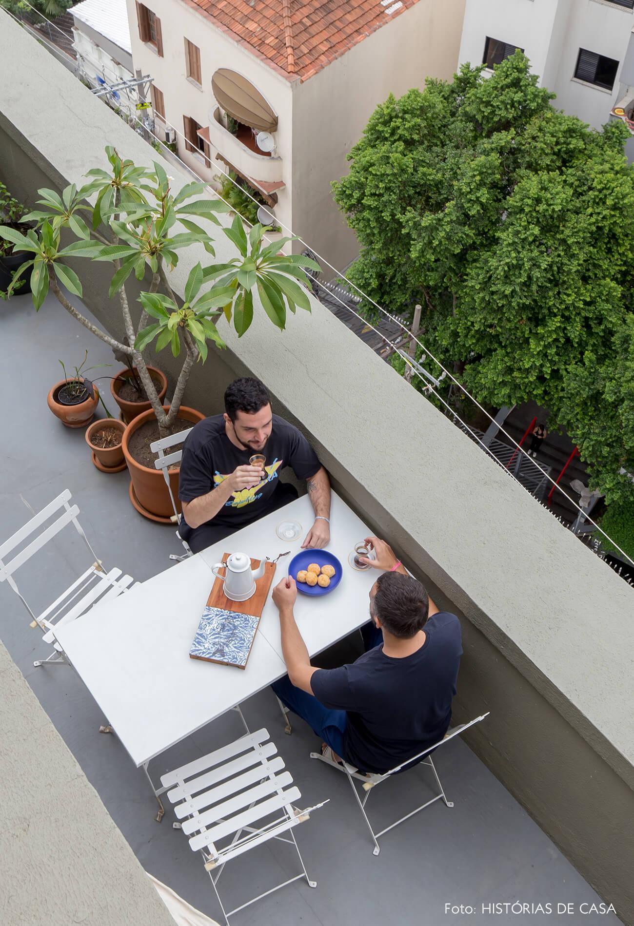 Apartamento no centro de São Paulo com varanda e muitas plantas