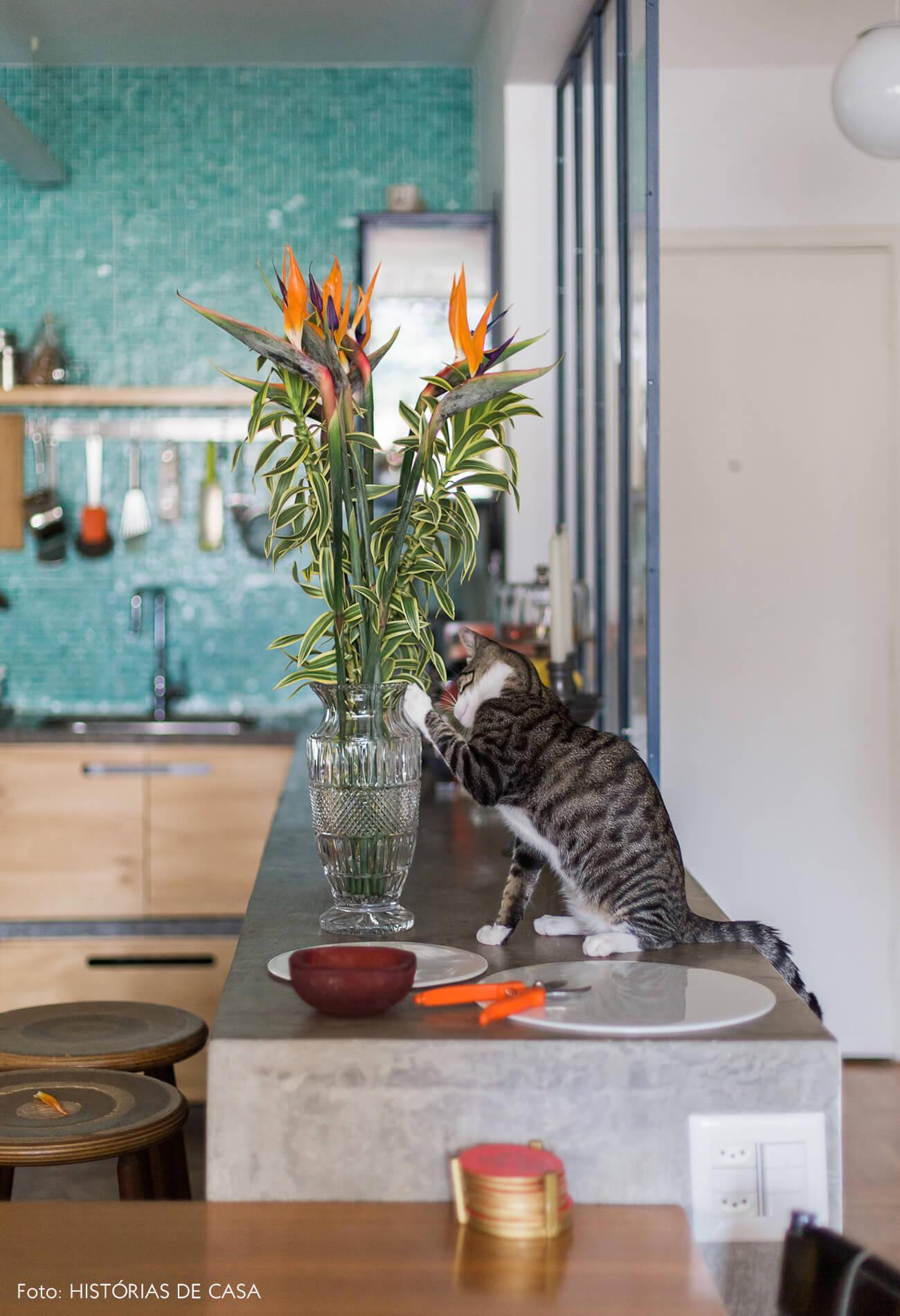 Bancada de concreto na cozinha reformada