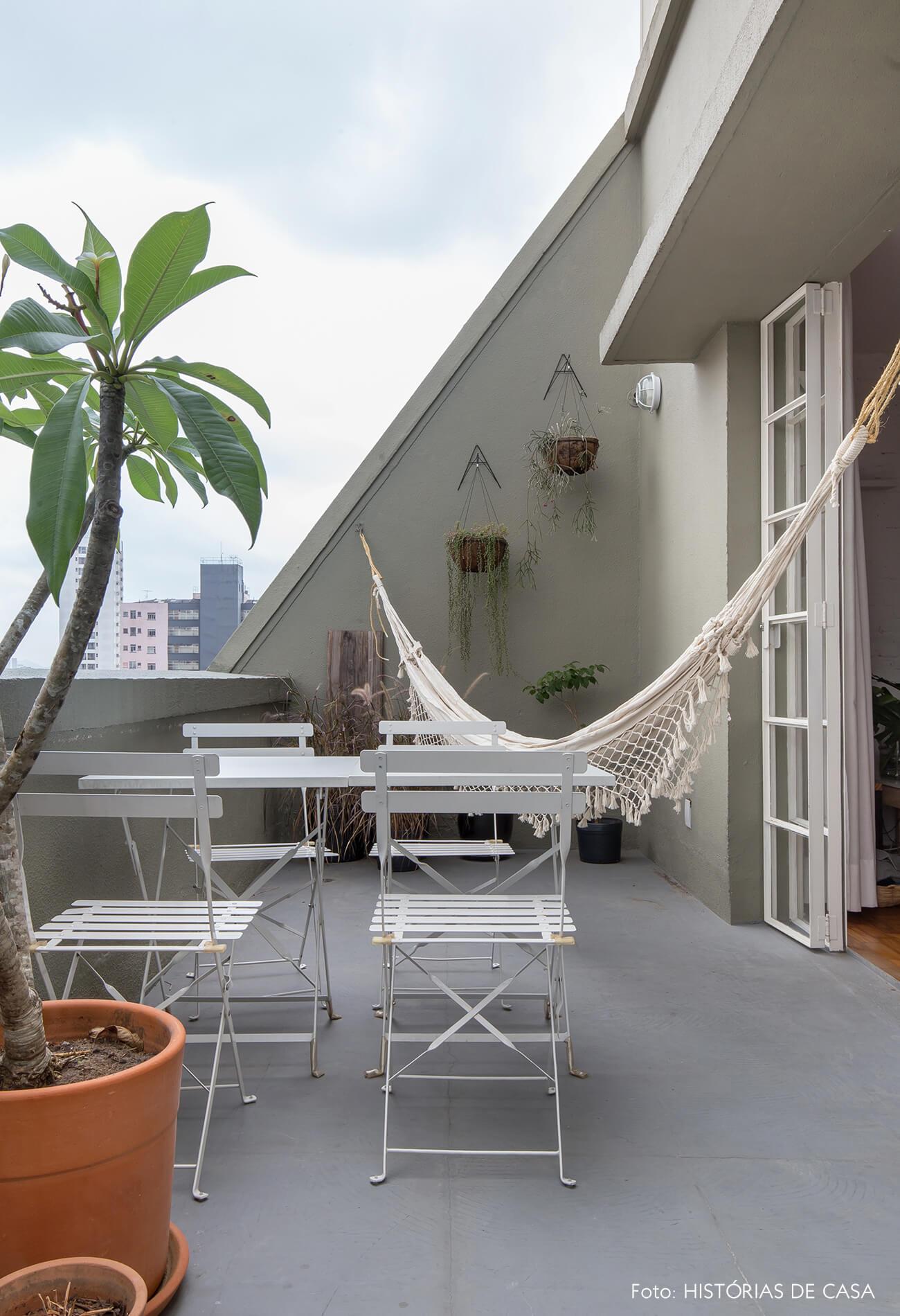 Apartamento no centro de São Paulo com varanda e rede de balanço