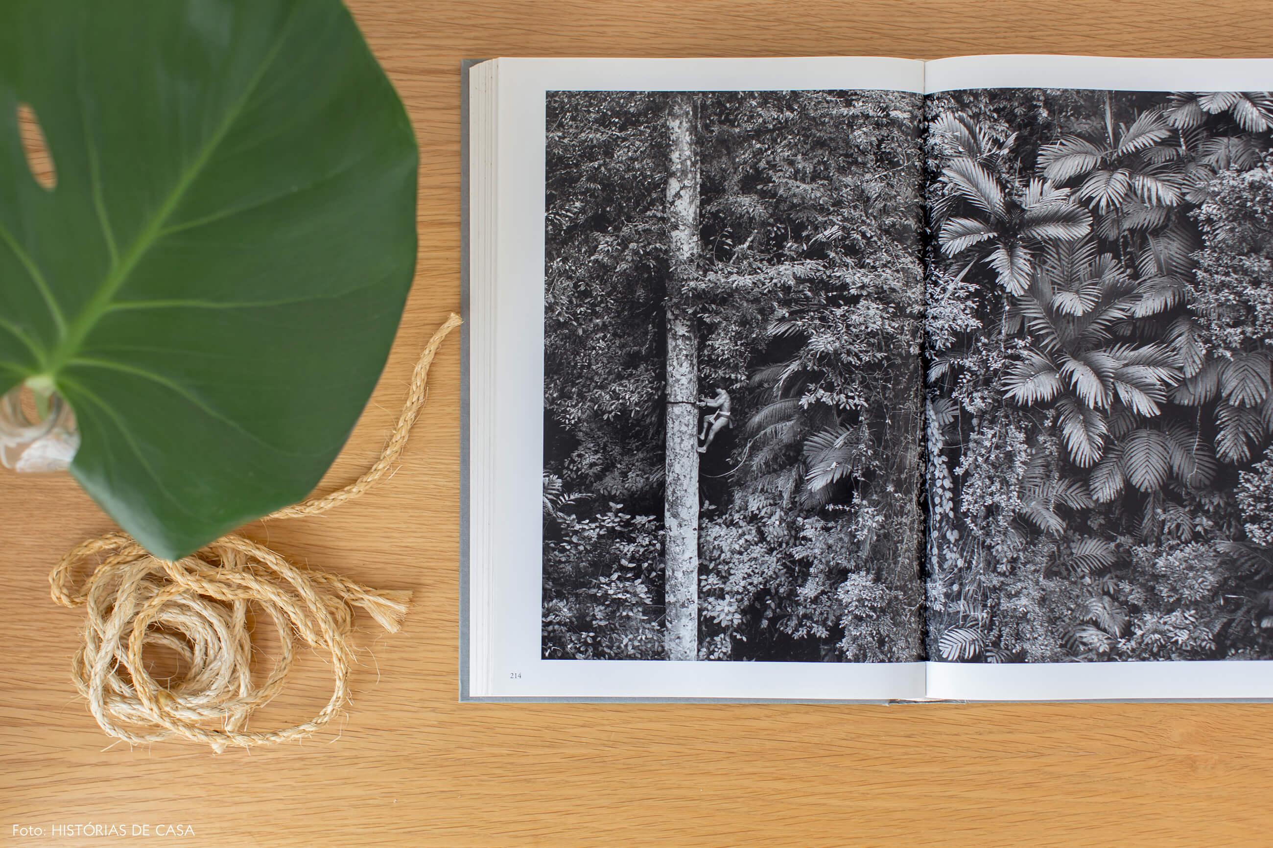 Livro de fotografias em preto e branco