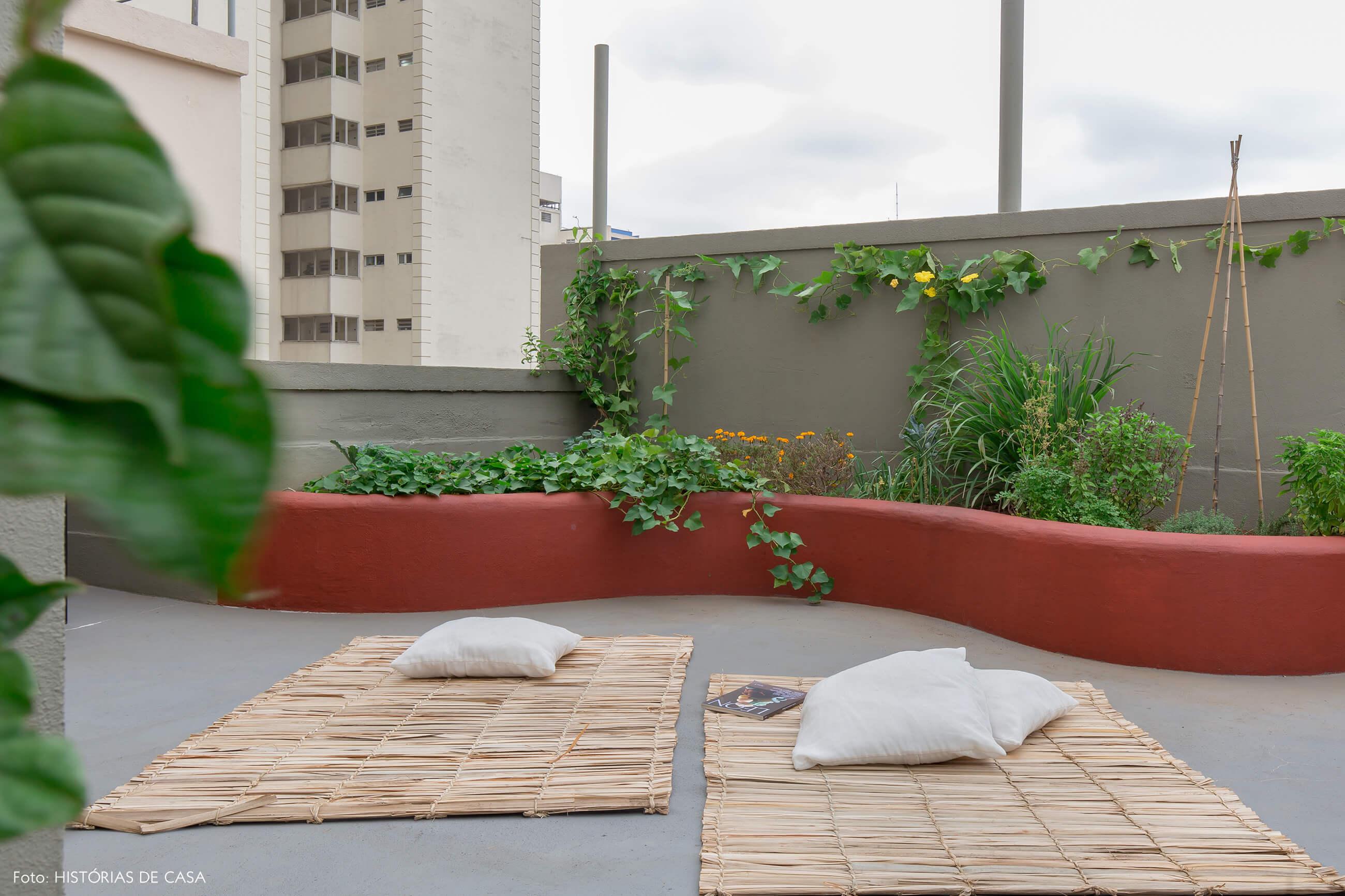 Apartamento no centro de São Paulo com varanda e horta na cobertura