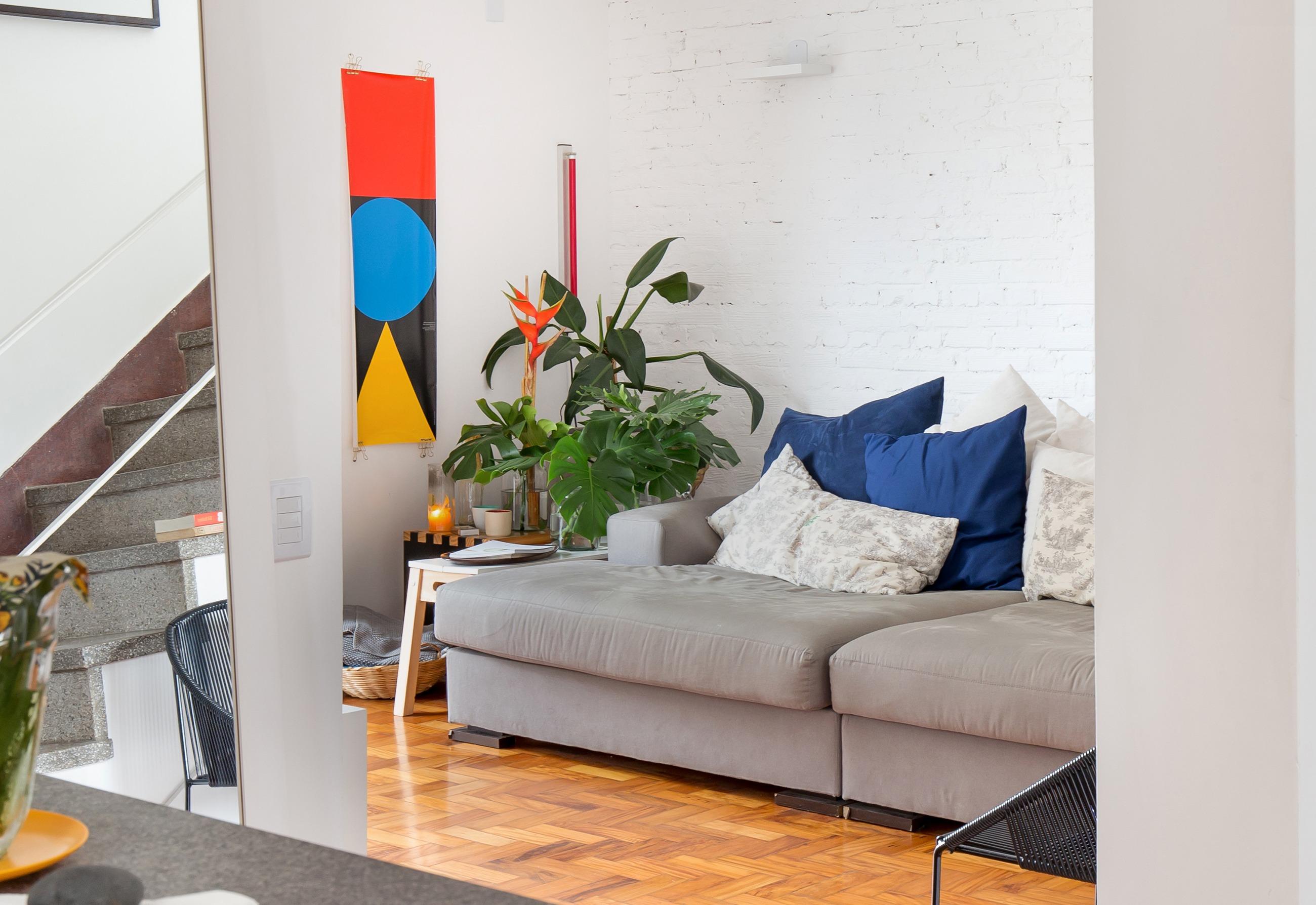 Apartamento reformado com varanda na cobertura