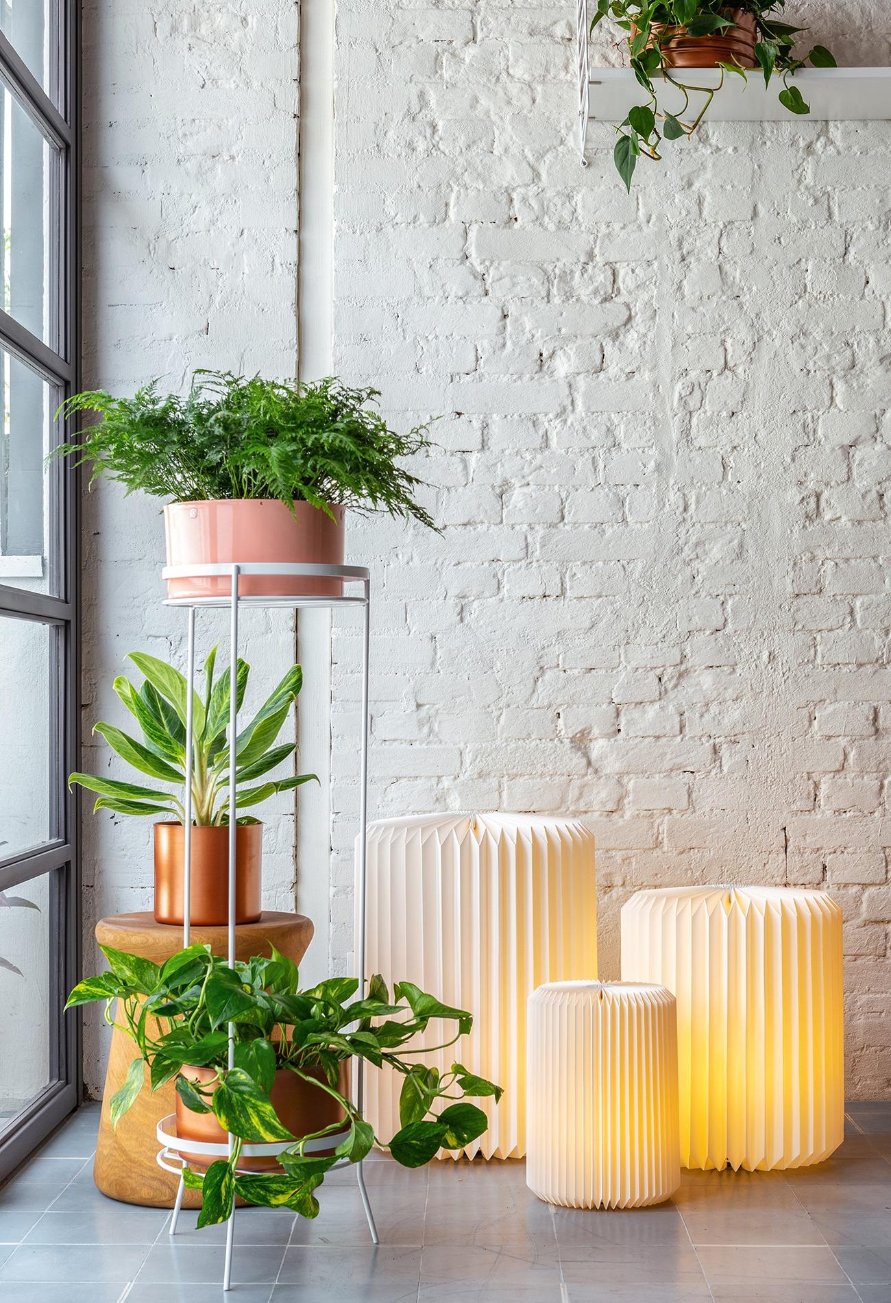 Luminárias de papel criadas por Mel Kawahara