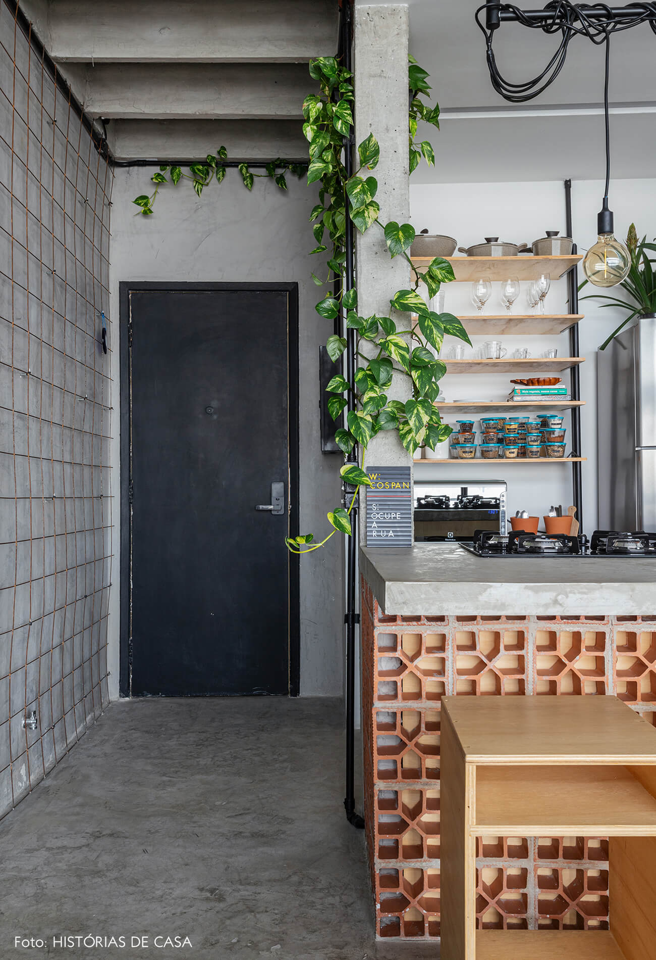 Apartamento pequeno no Copan, paredes cimento queimado e concreto