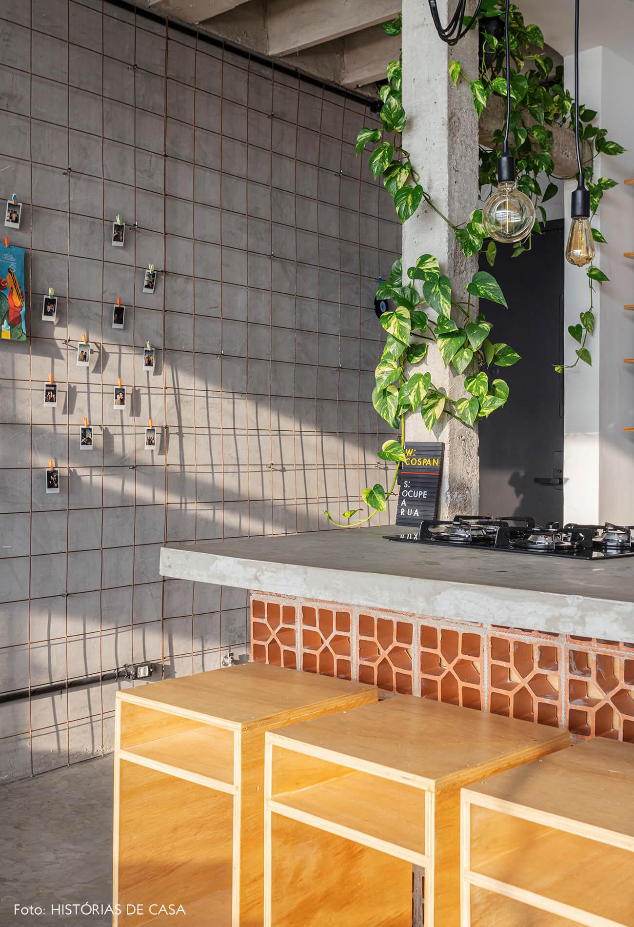 Apartamento pequeno no Copan, bancada com cobogós de barro
