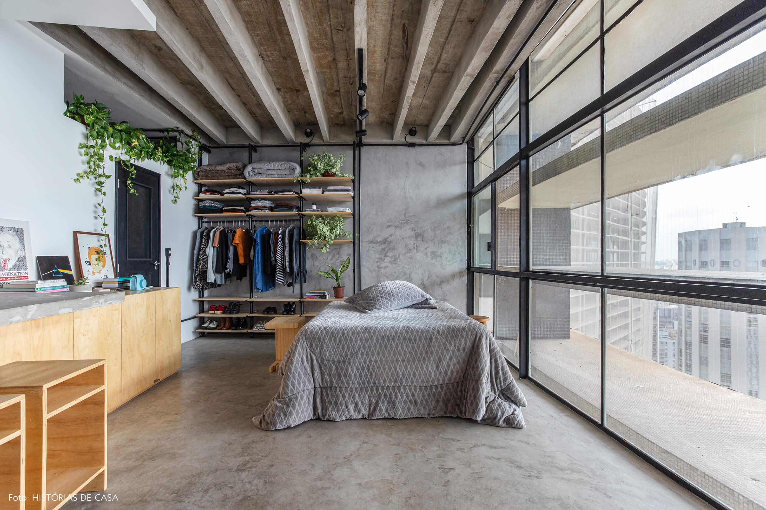 Apartamento pequeno no Copan, quarto integrado, paredes de cimento queimado