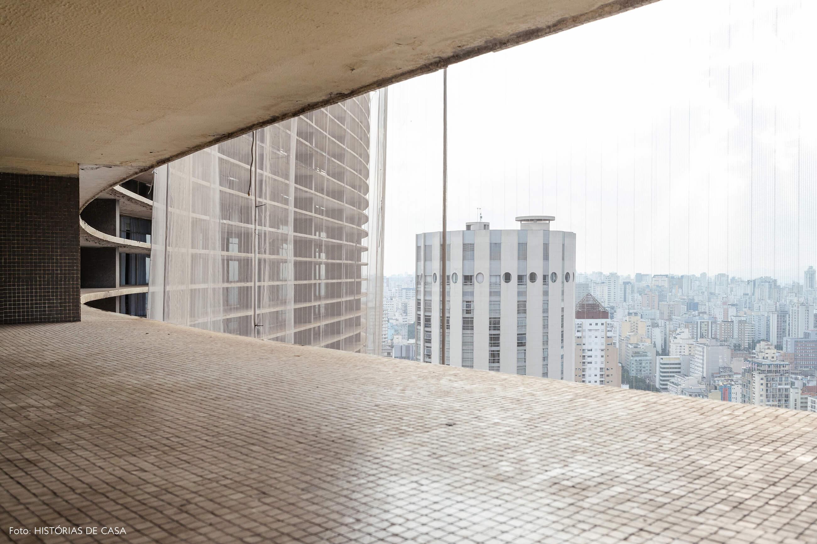 Apartamento pequeno no Copan, vista para o centro de São Paulo