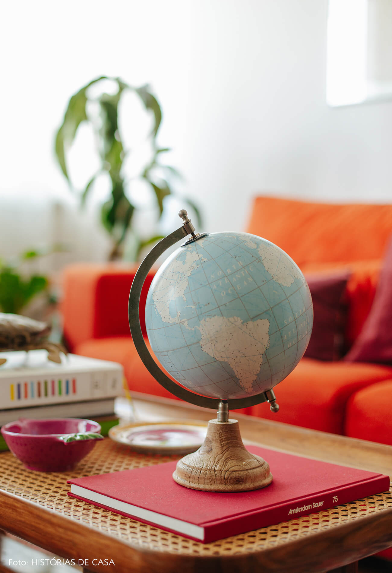Apartamento chef Renata Vanzetto, móveis coloridos