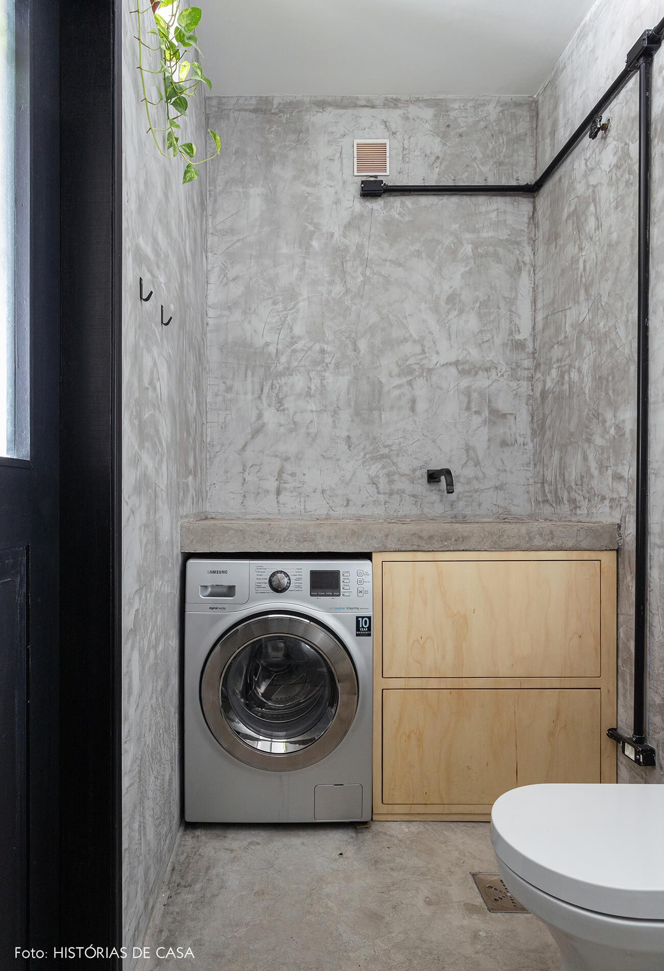 Apartamento pequeno no Copan, banheiro com paredes de cimento queimado