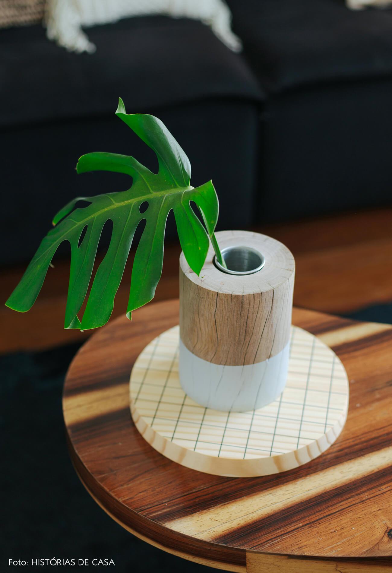 Apartamento da chef Renata Vanzetto, vaso tronco da Cosi Home